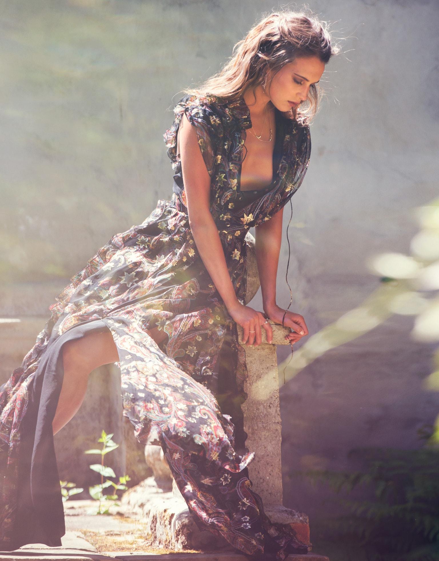 Alicia Vikander Download