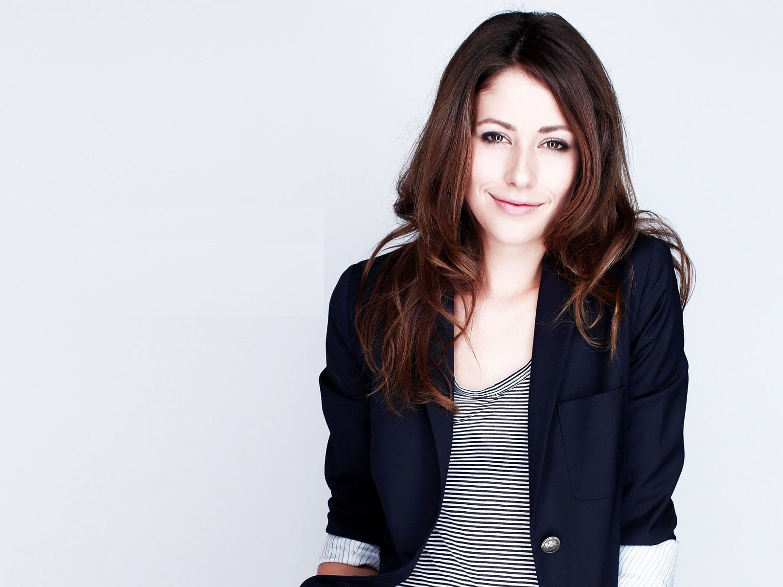 Amanda Crew Download