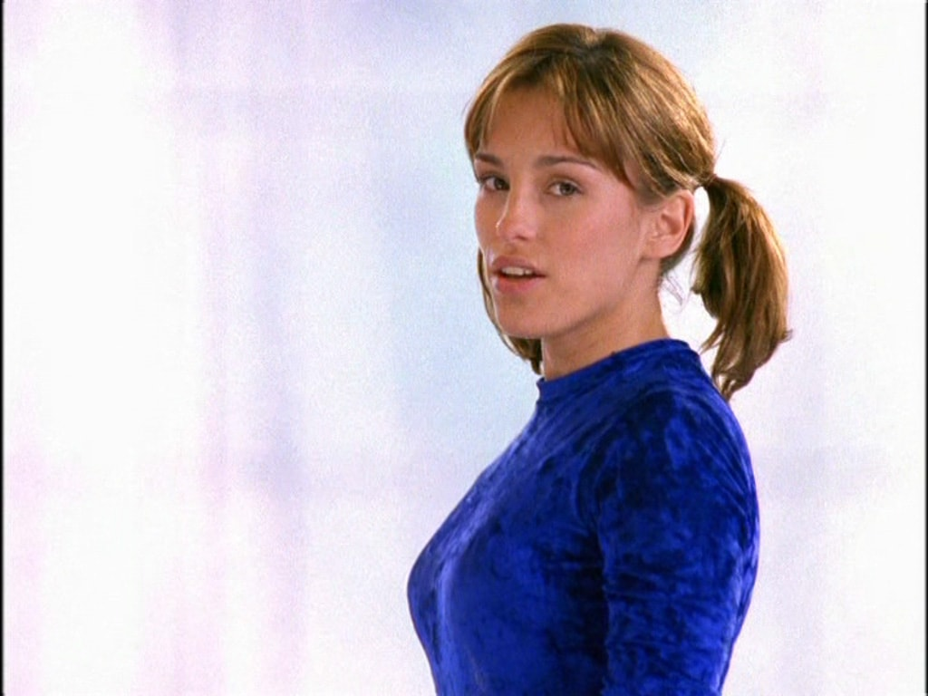Amy Jo Johnson Widescreen
