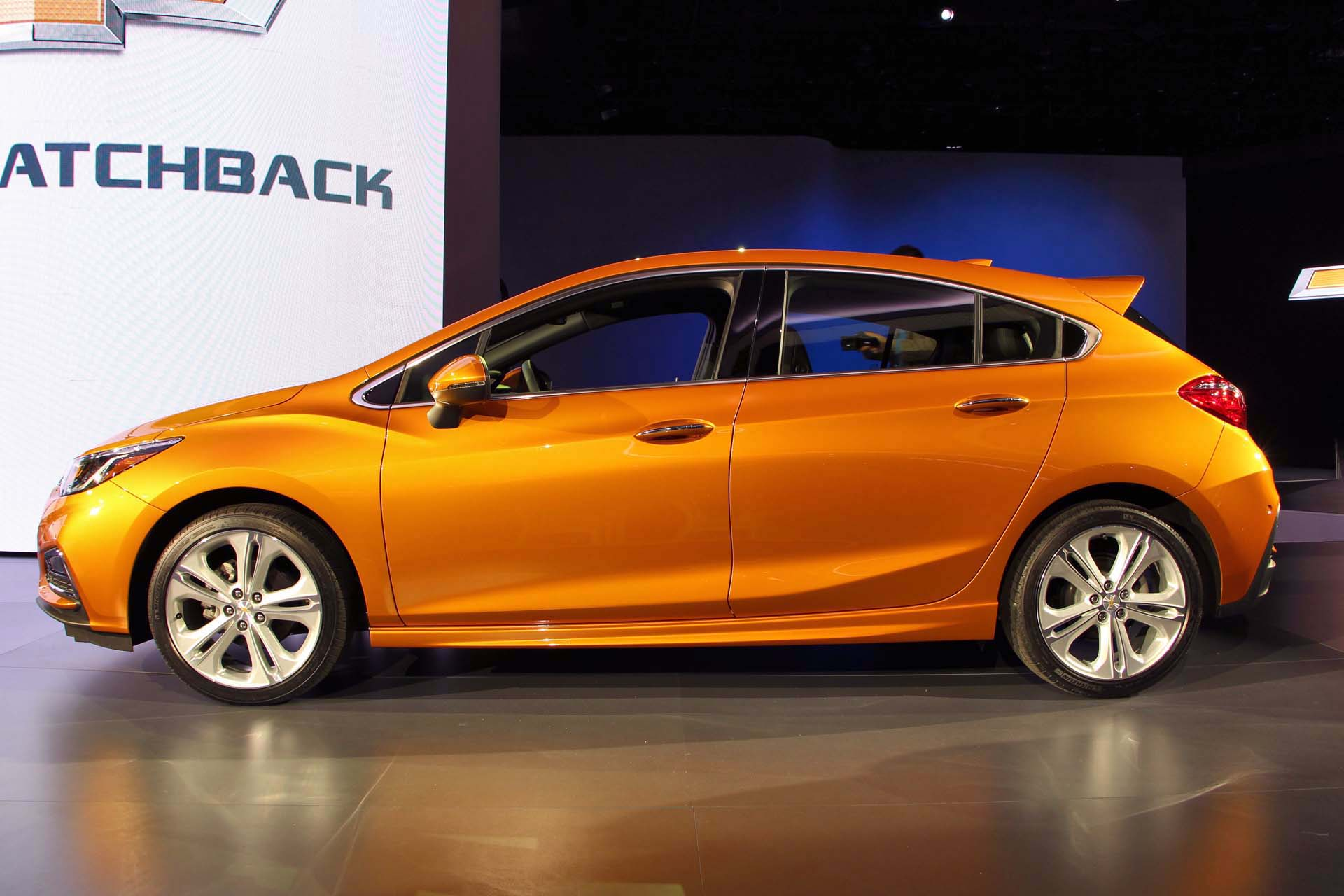 Chevrolet Cruze 2 Hatchback Download