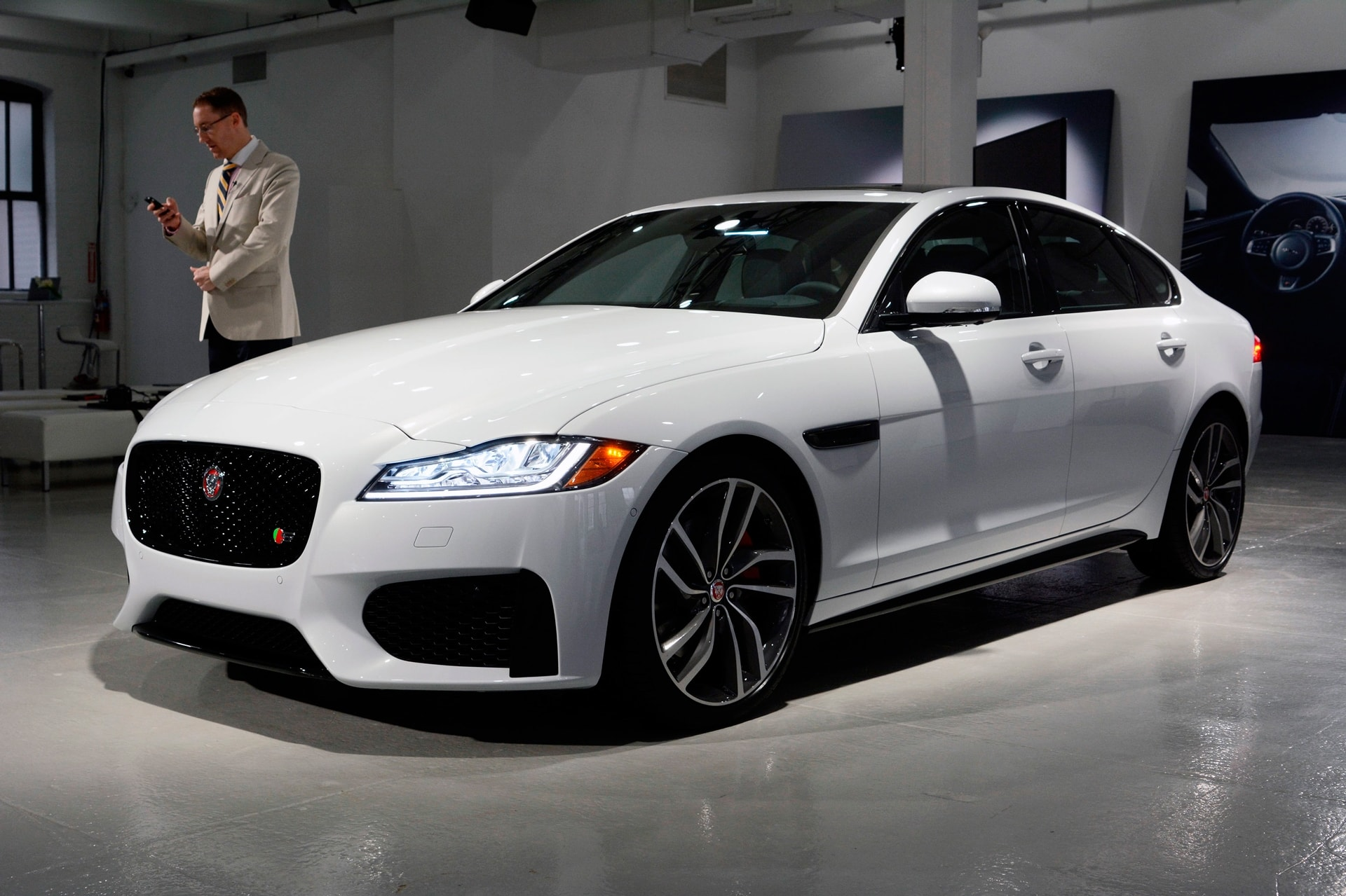 Jaguar XF 2 Download
