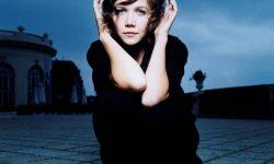 Maggie Gyllenhaal Download