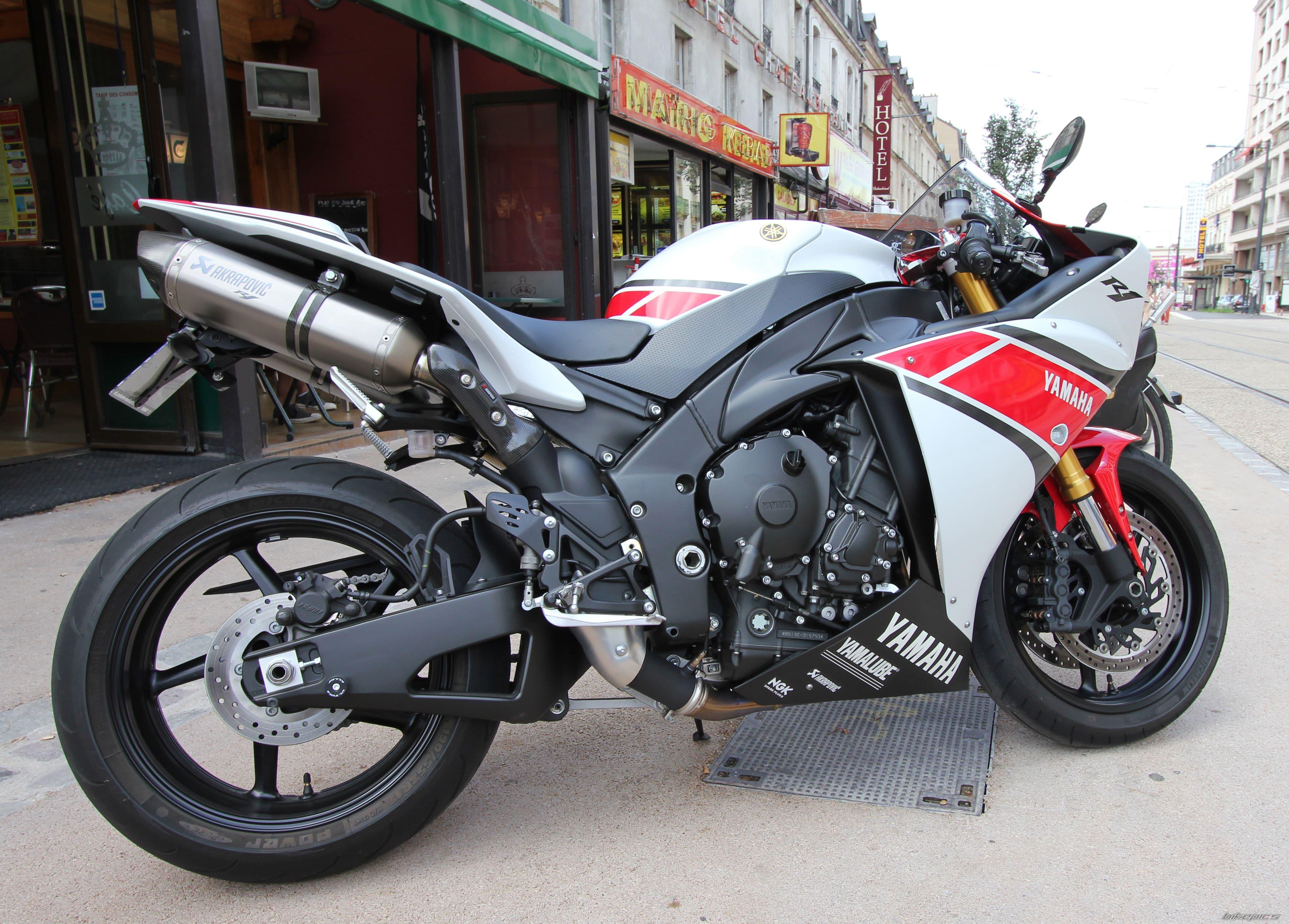 Yamaha YZF-R1 2012 Download