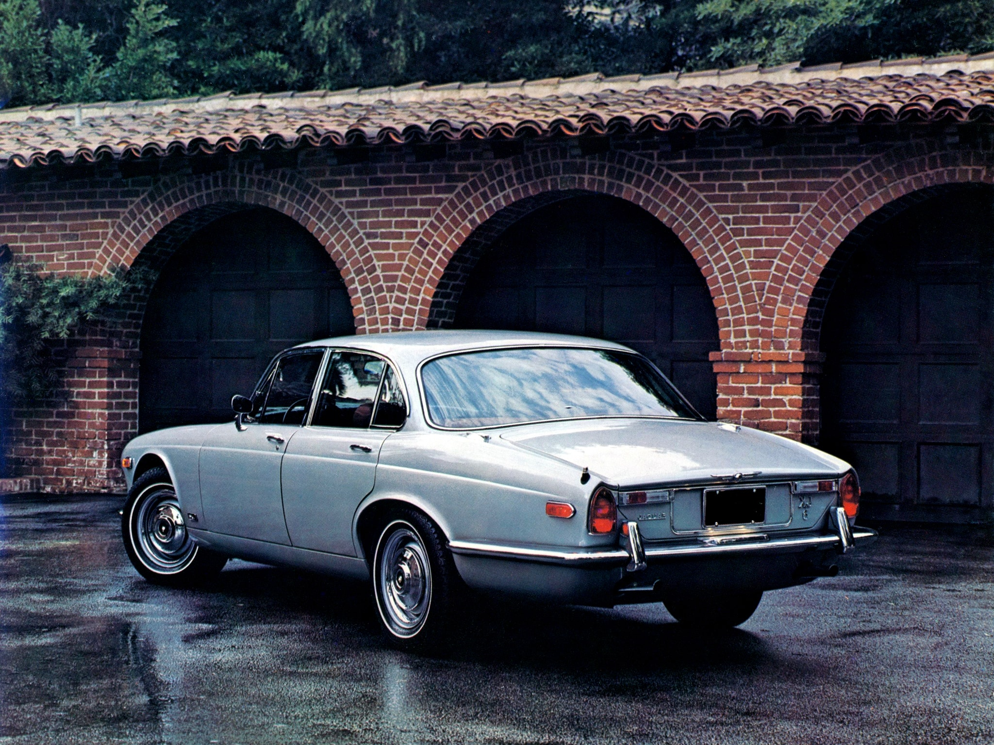 1968 Jaguar XJ6 Wallpapers