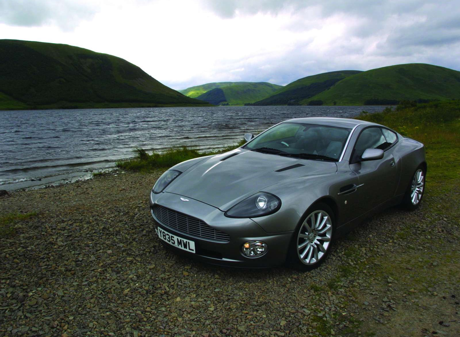 2001 Aston Martin Vanquish Wallpapers