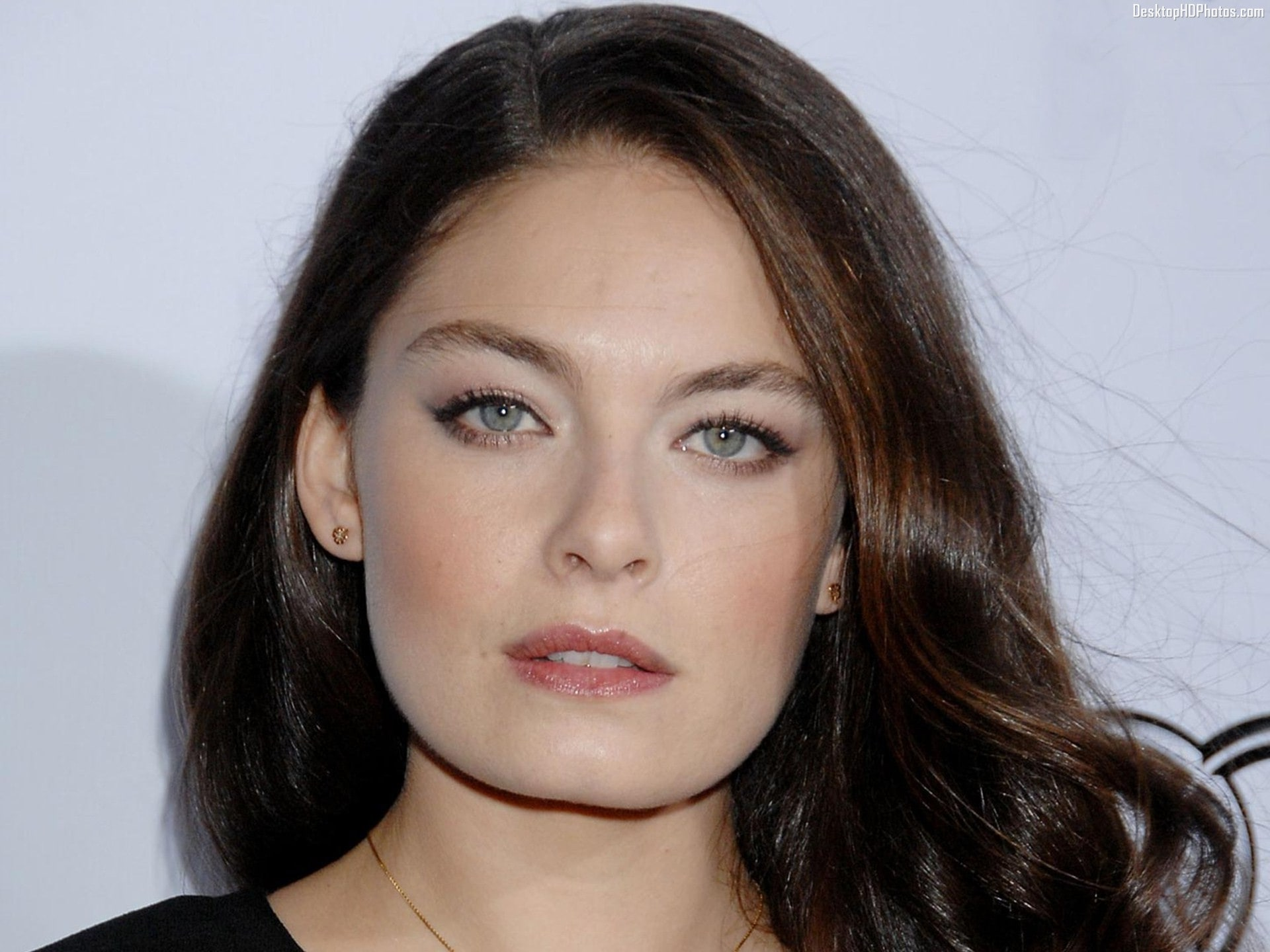 Alexa Davalos Wallpapers