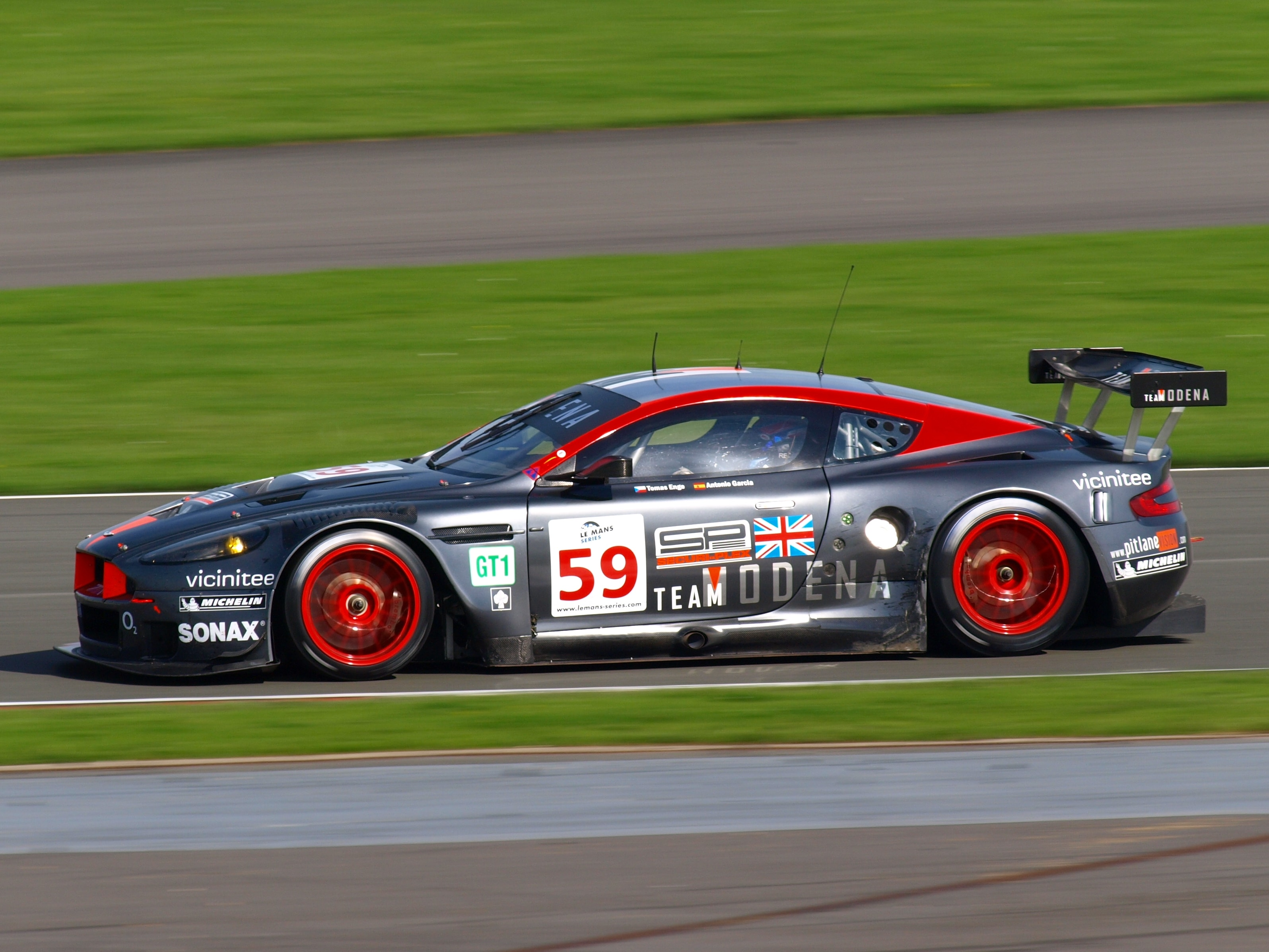 Aston Martin DBR9 Wallpapers
