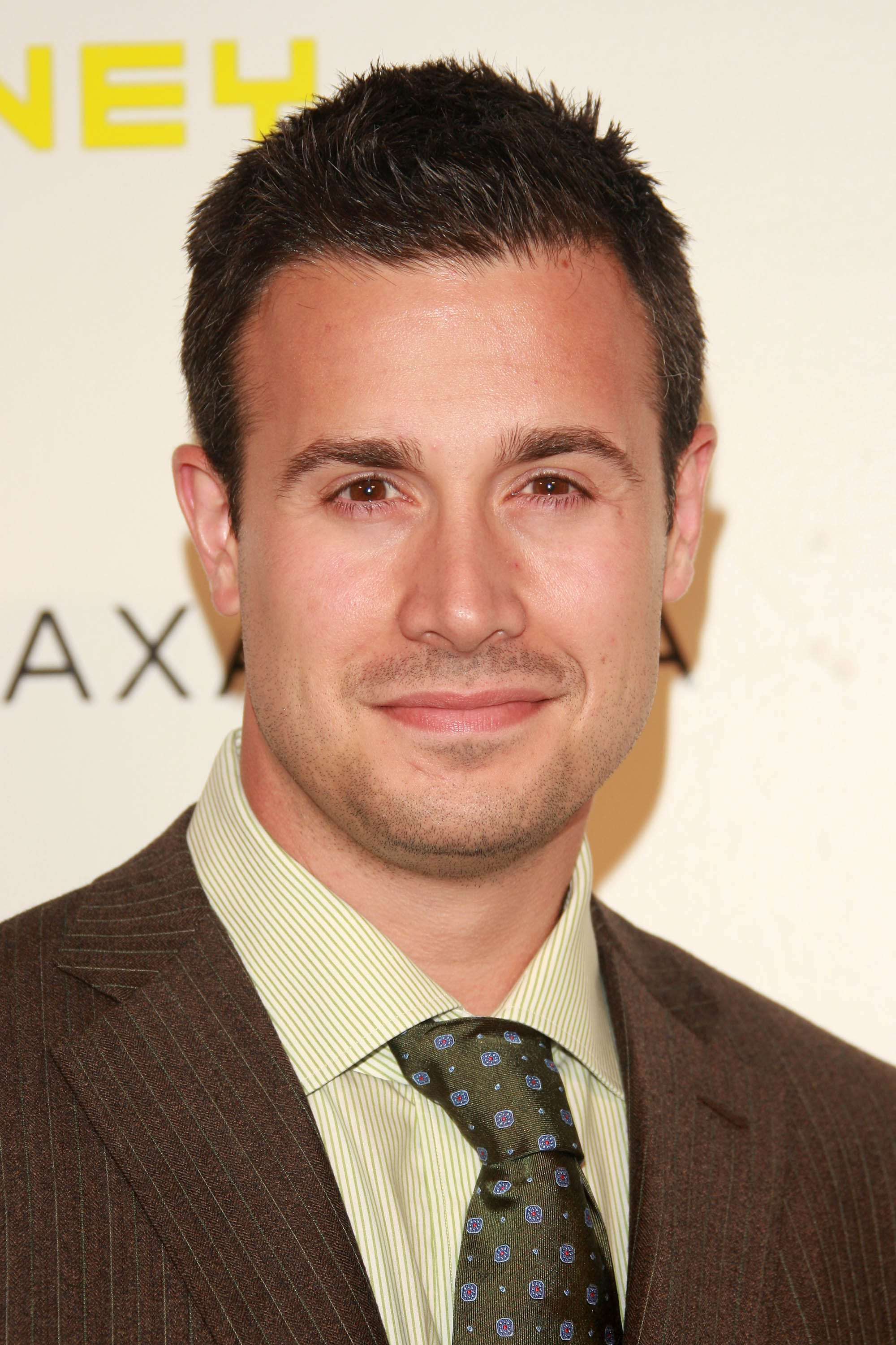 Freddie Prinze Jr. Wallpapers