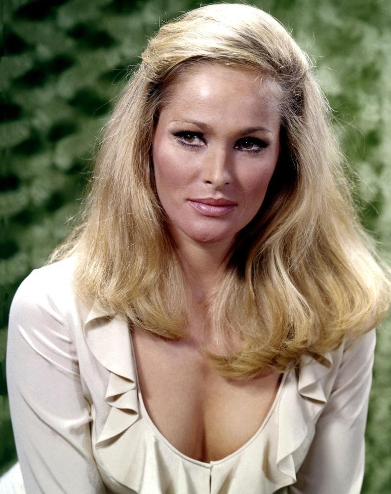 Ursula Andress Wallpapers
