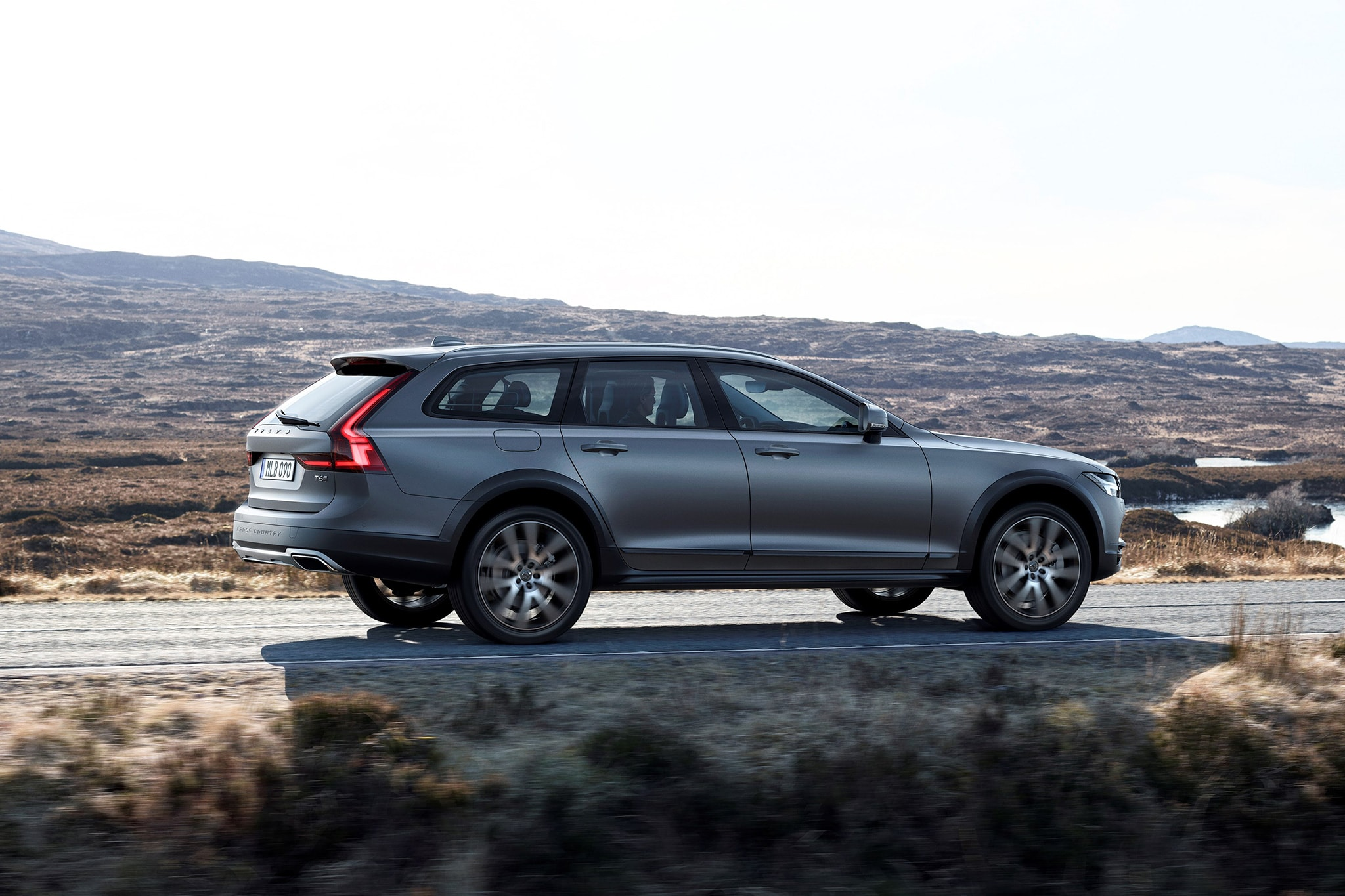 Volvo V90 Cross Country Wallpapers