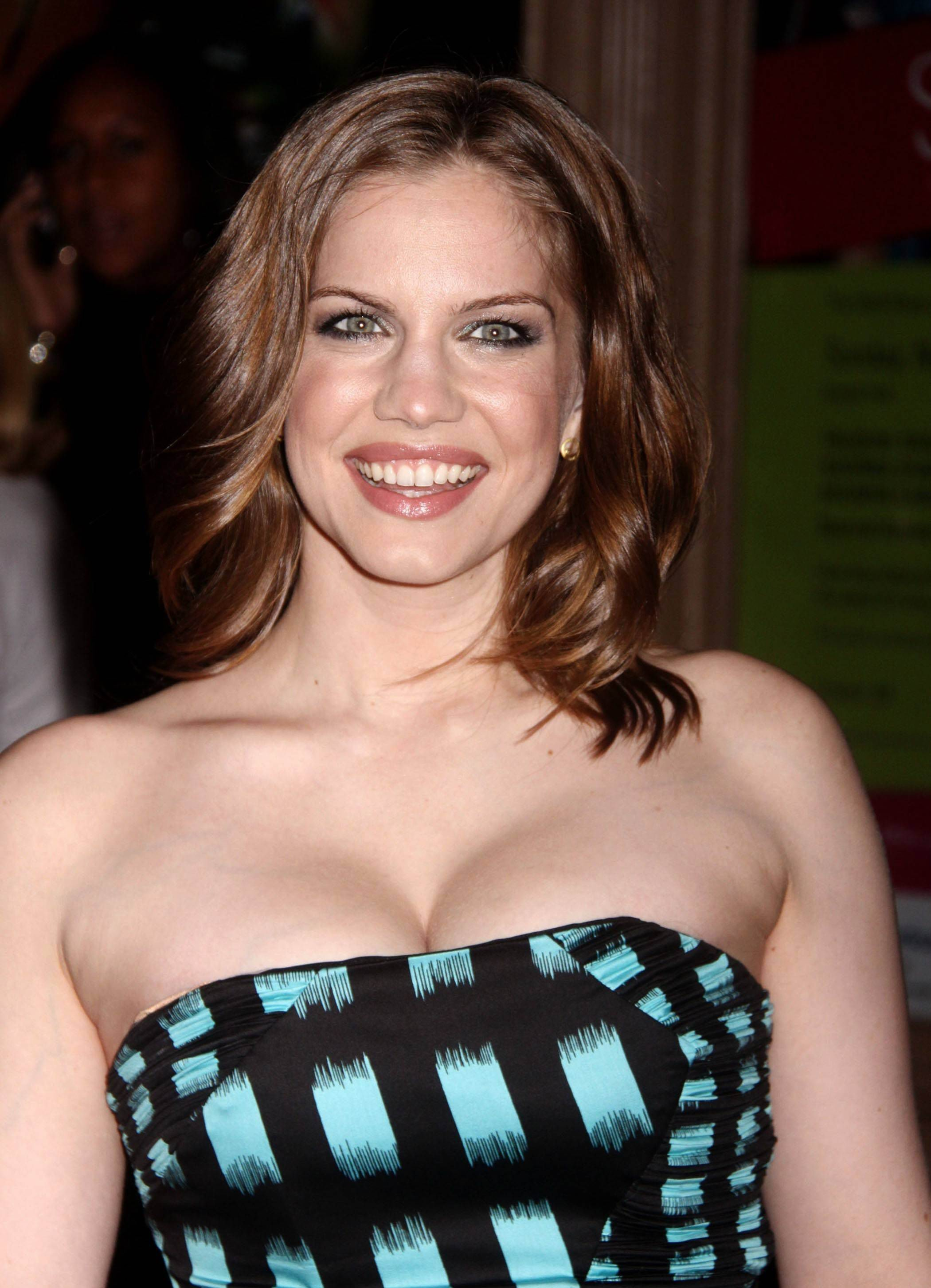 Anna Chlumsky for mobile