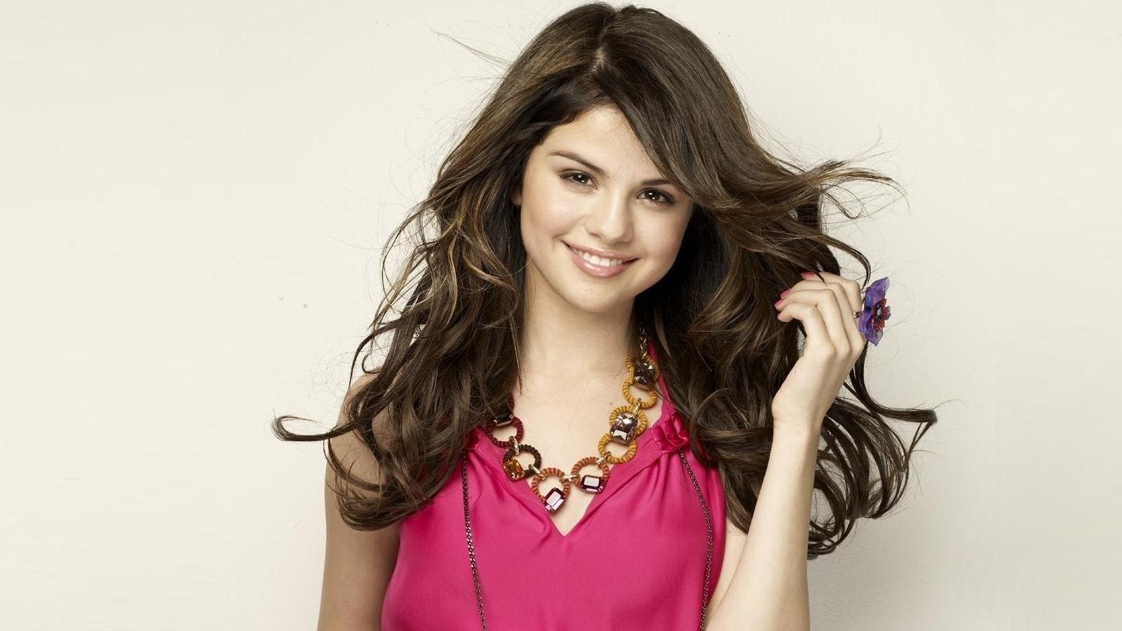 Selena Gomez widescreen wallpapers