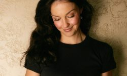 Ashley Judd for mobile
