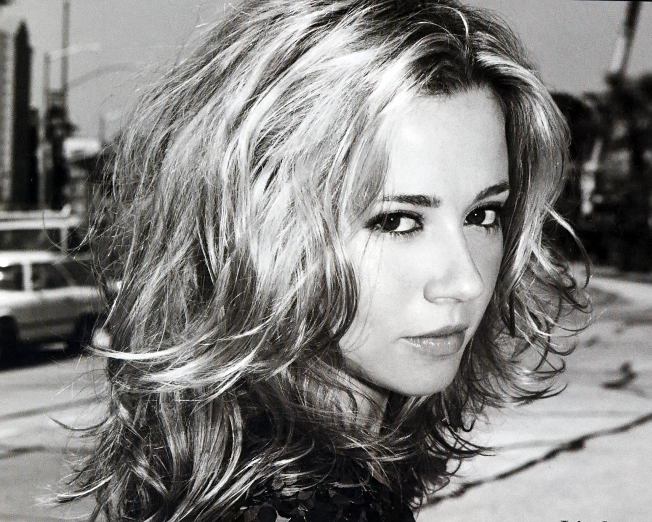 Linda Cardellini for mobile