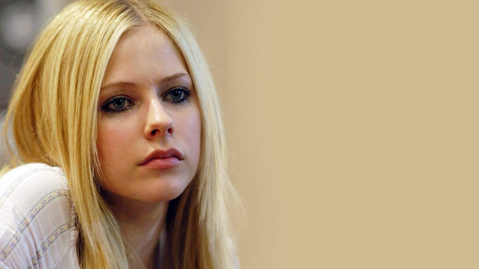 Avril Lavigne widescreen for desktop