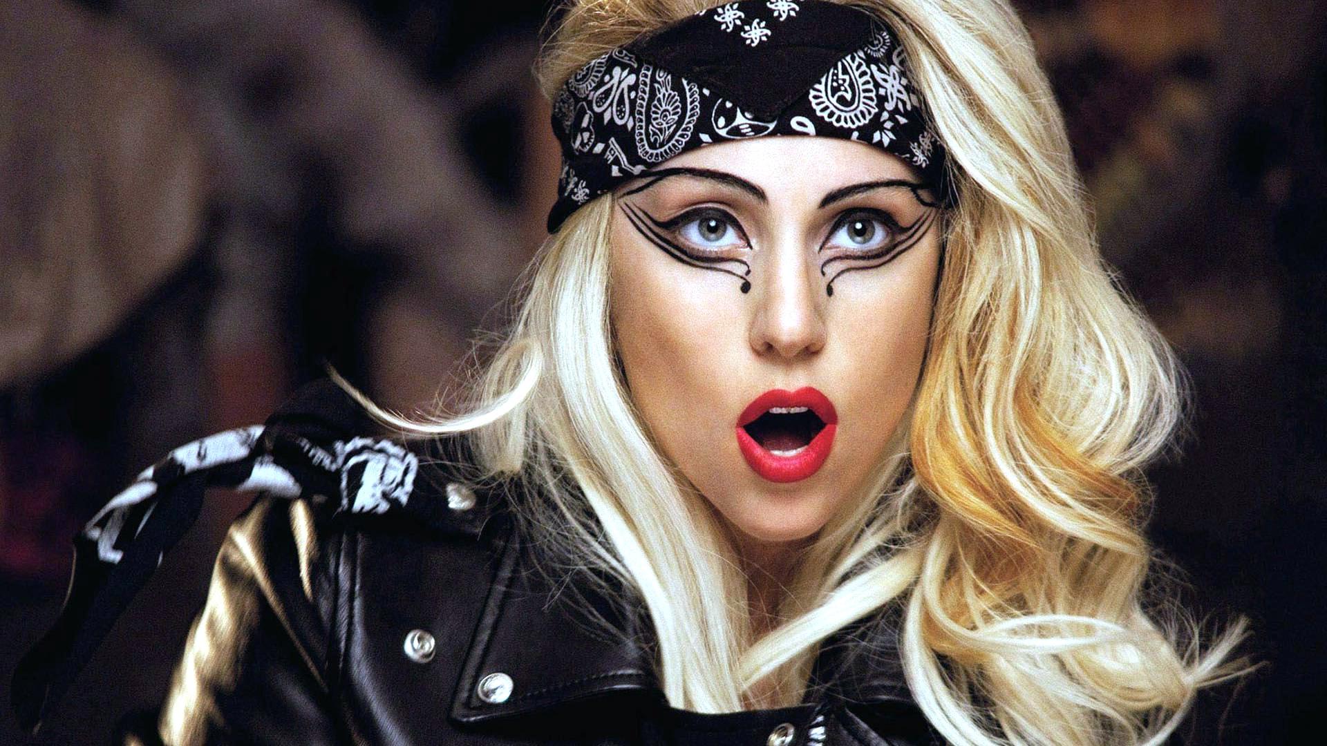 Lady Gaga widescreen for desktop