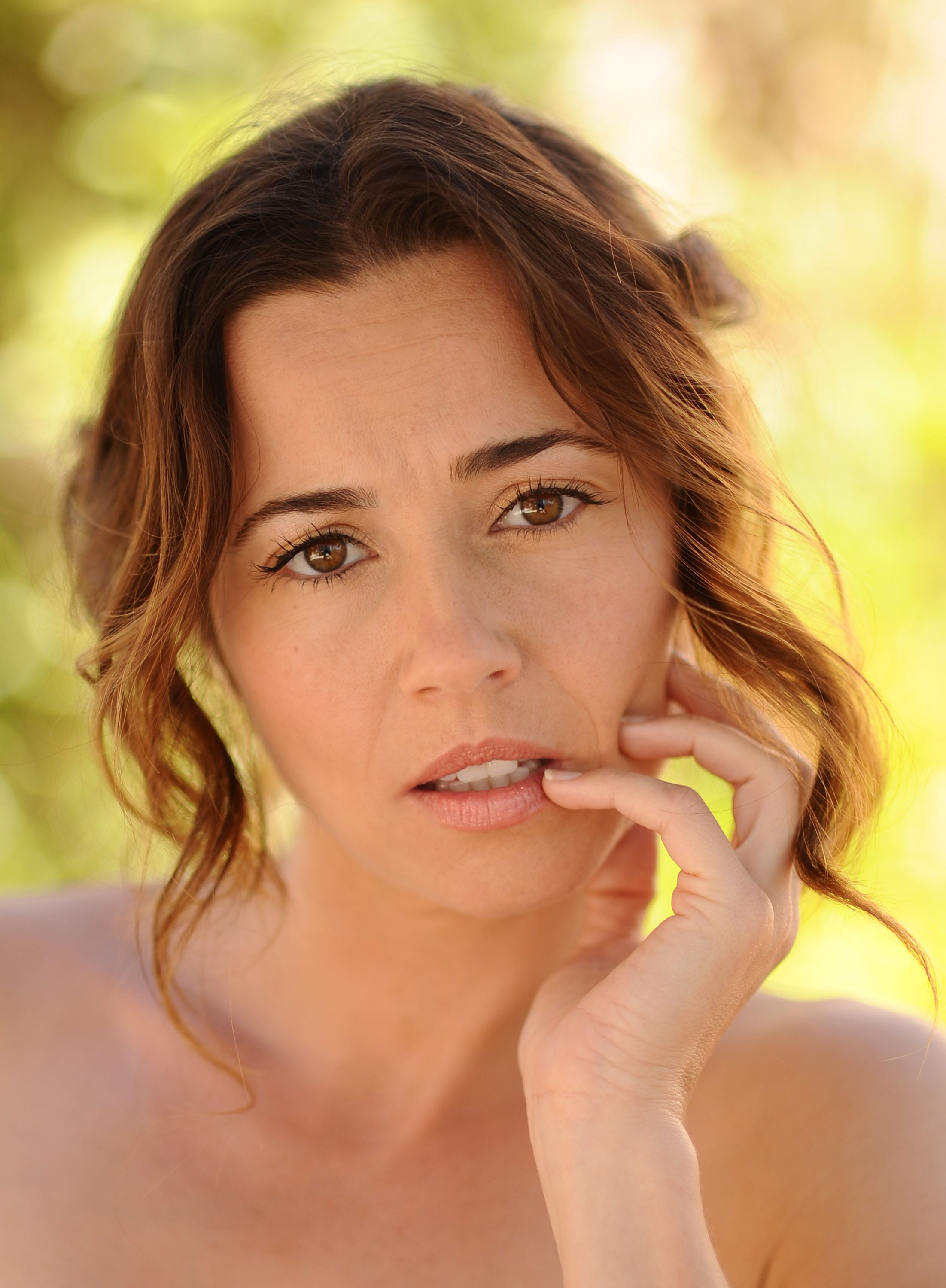 Linda Cardellini widescreen for desktop