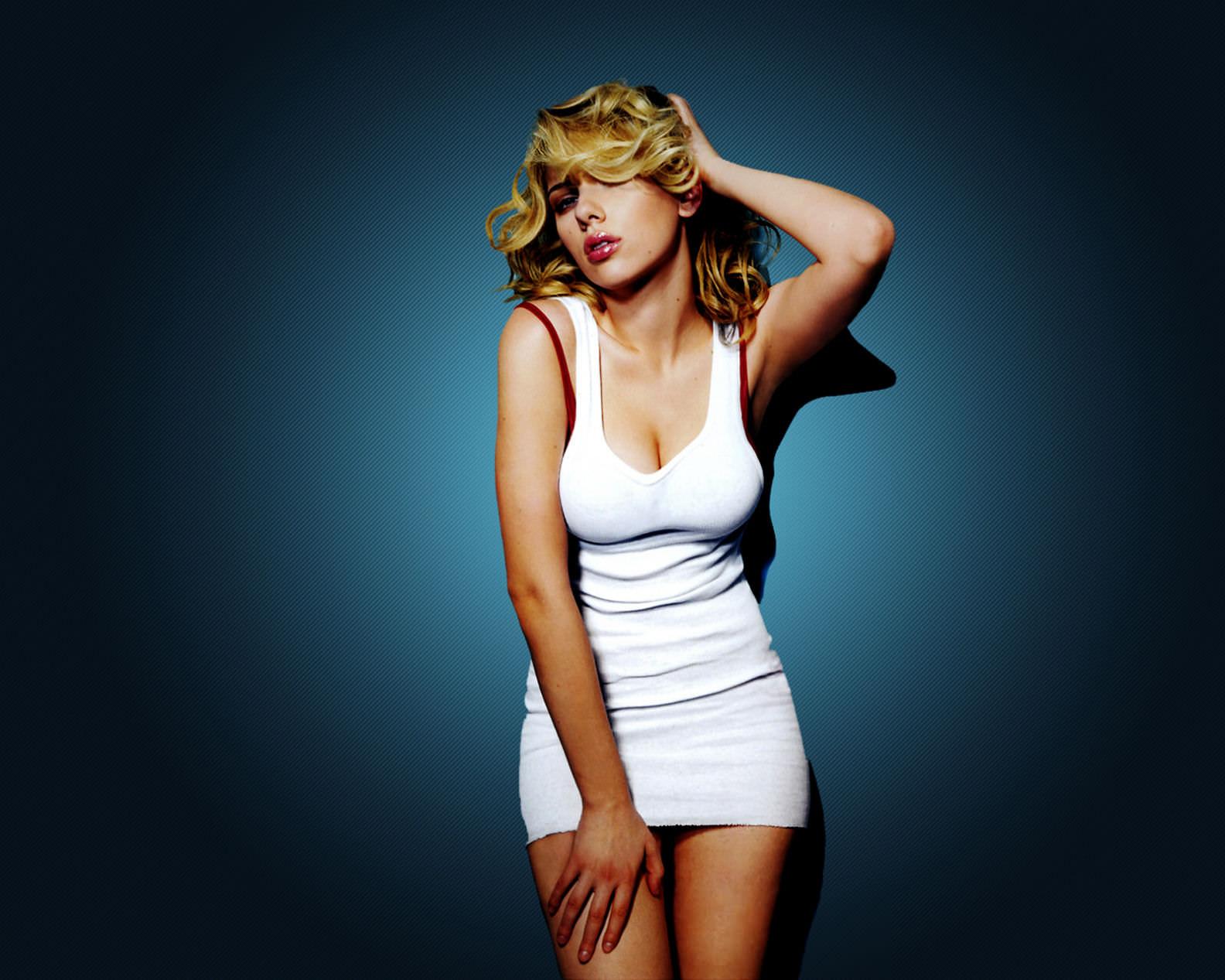 Scarlett Johansson widescreen for desktop