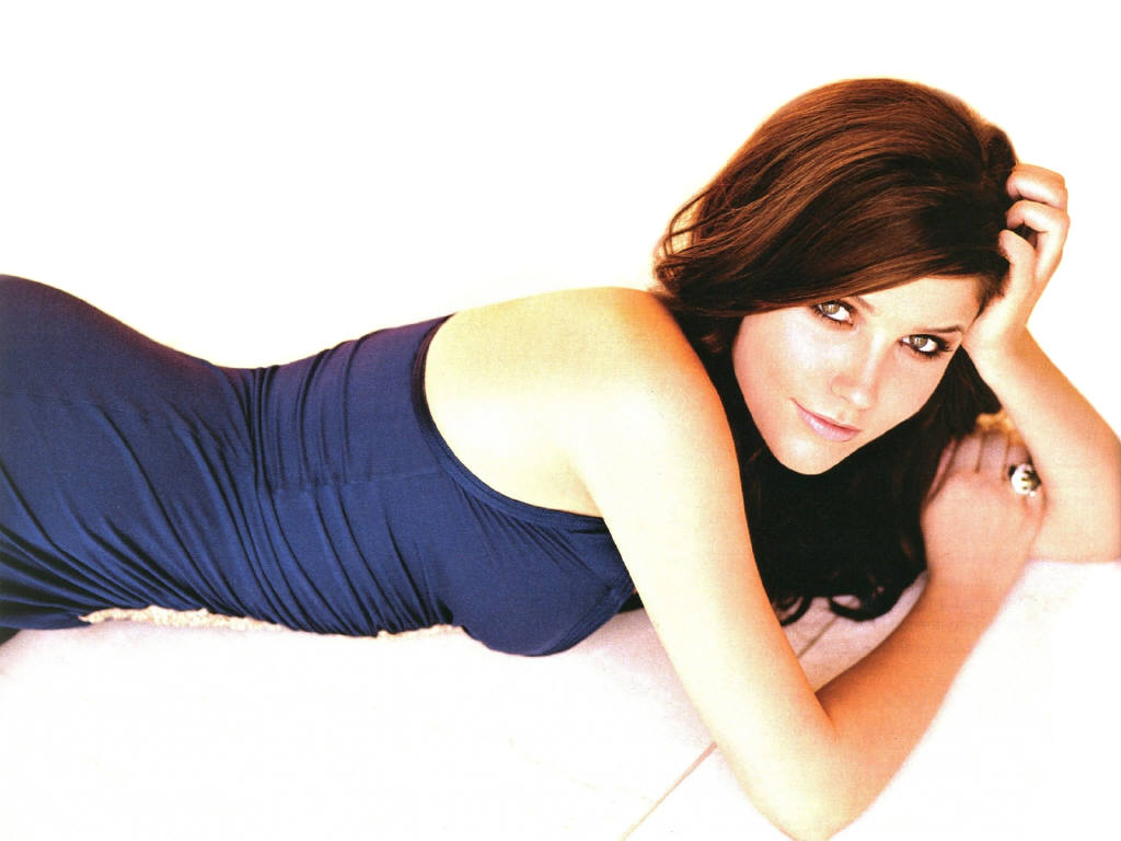 Sophia Bush widescreen for desktop