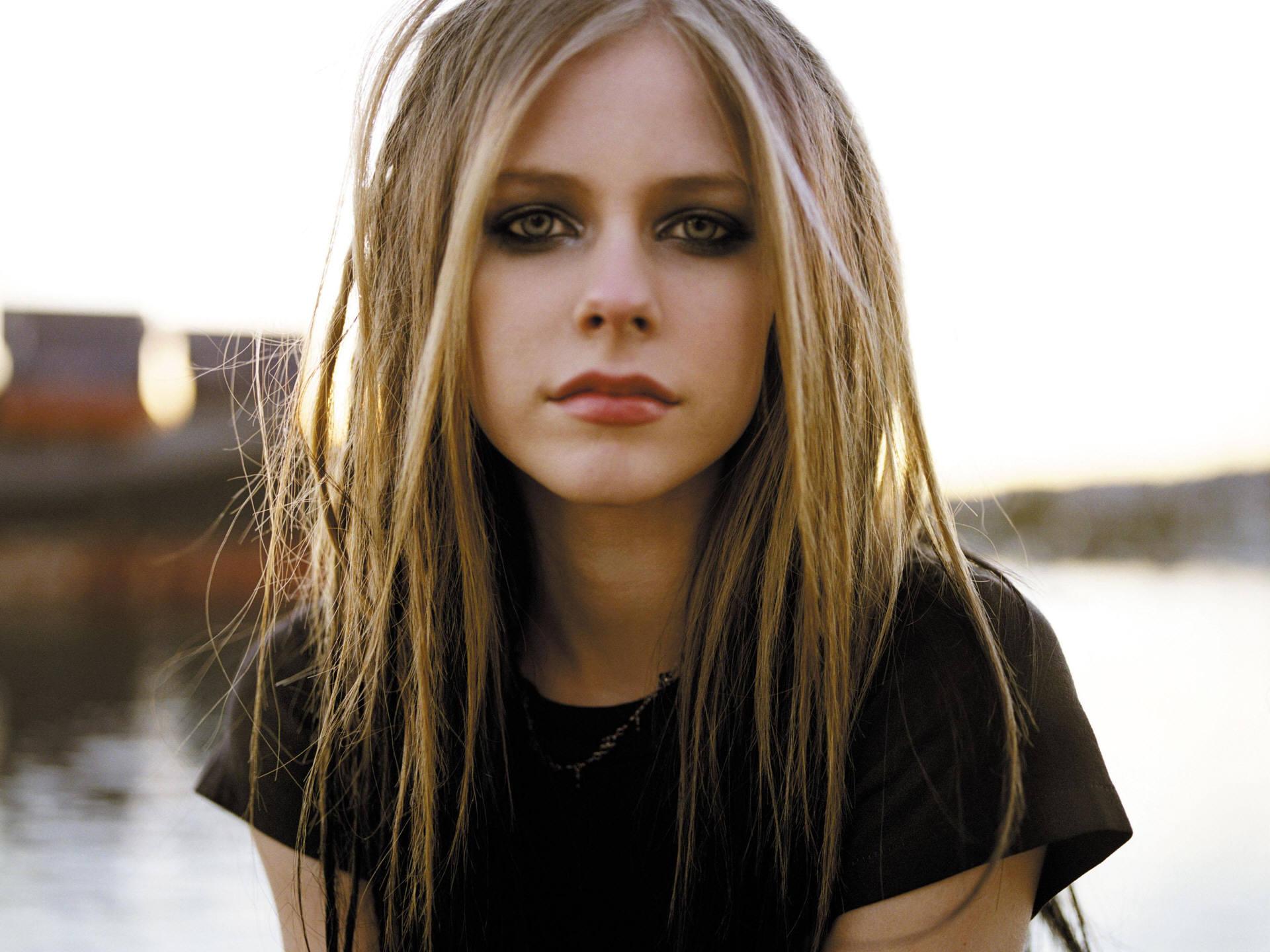 Avril Lavigne desktop wallpaper