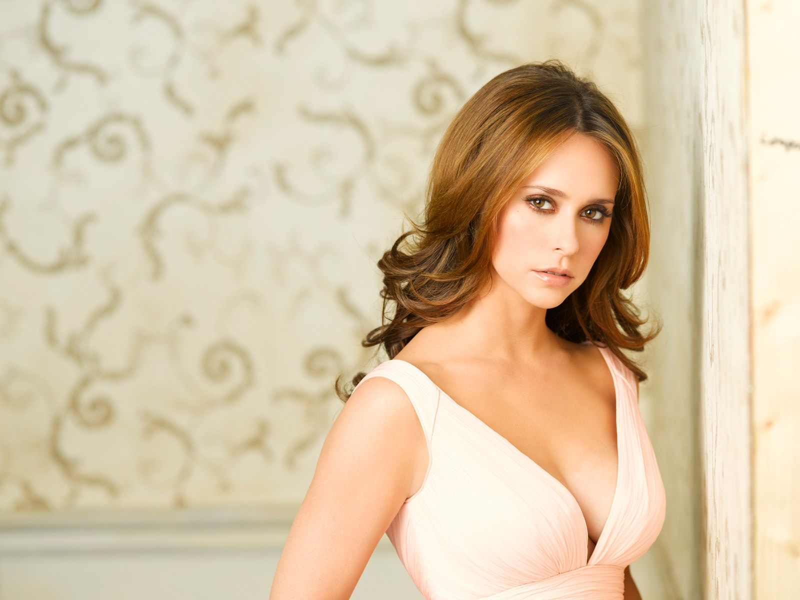 Jennifer Love Hewitt widescreen for desktop