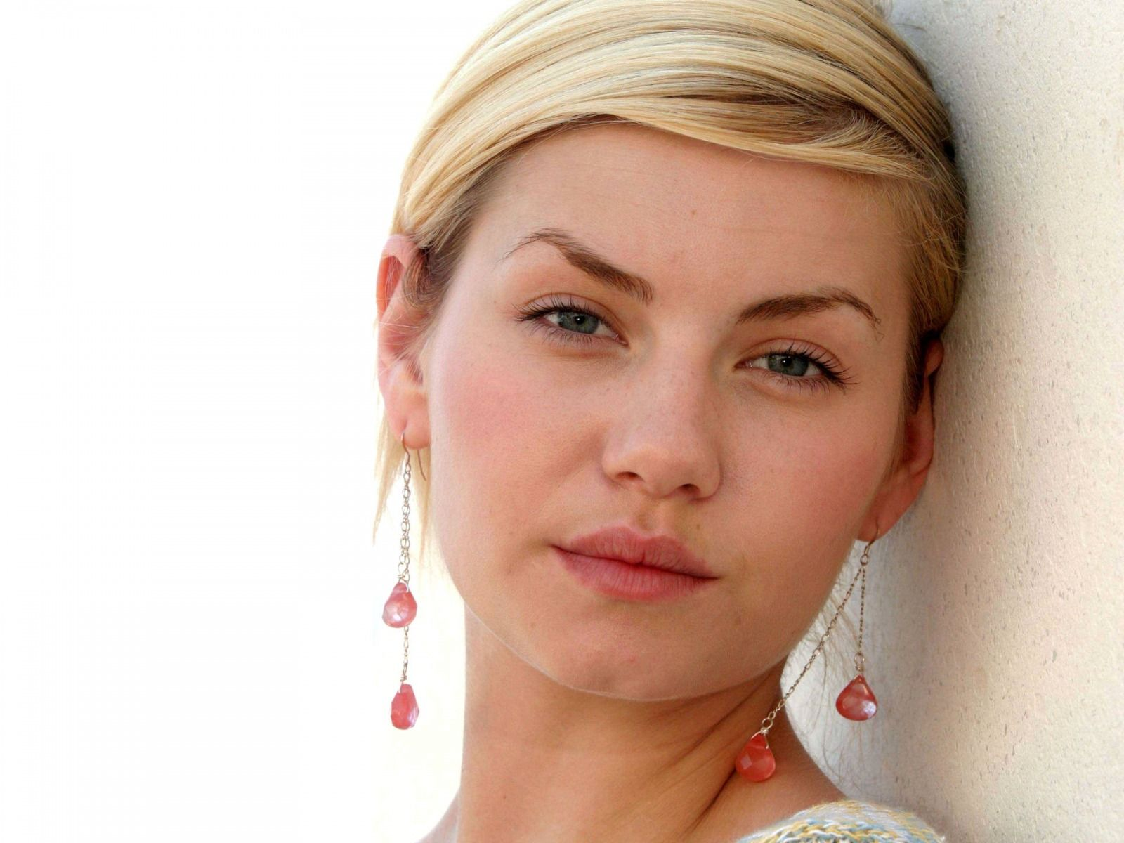 Elisha Cuthbert Wide wallpapers