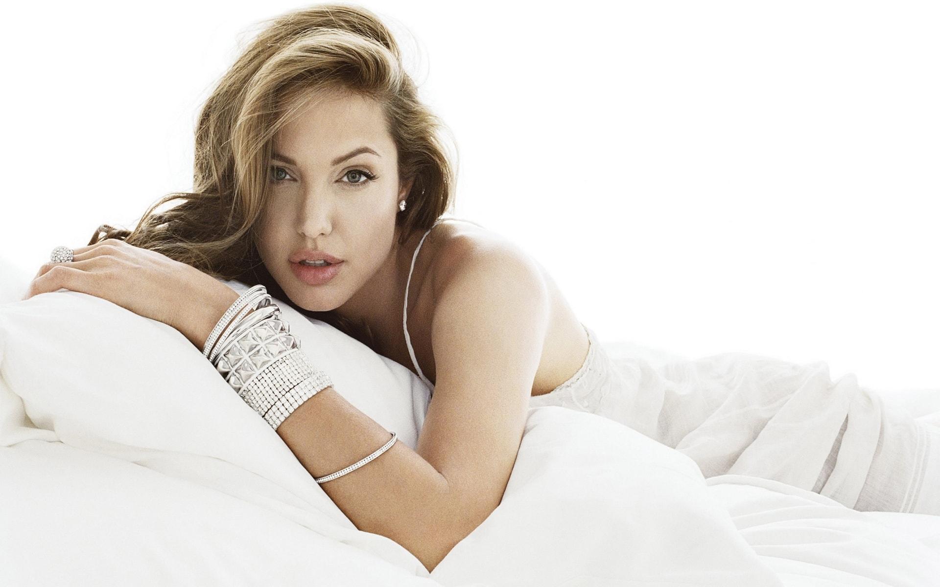 Angelina Jolie Desktop wallpapers