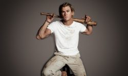 Chris Hemsworth Free