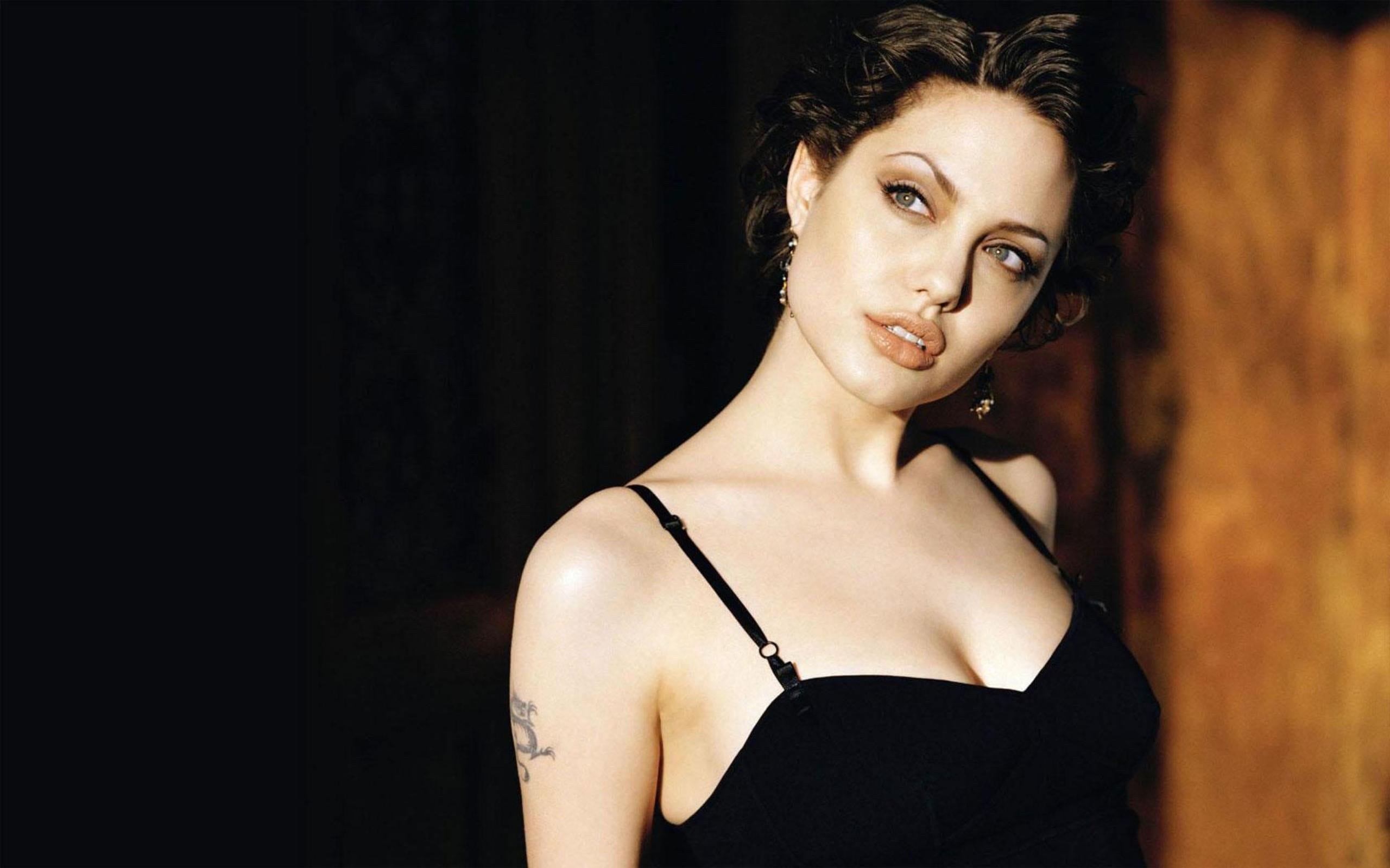 Angelina Jolie desktop wallpaper