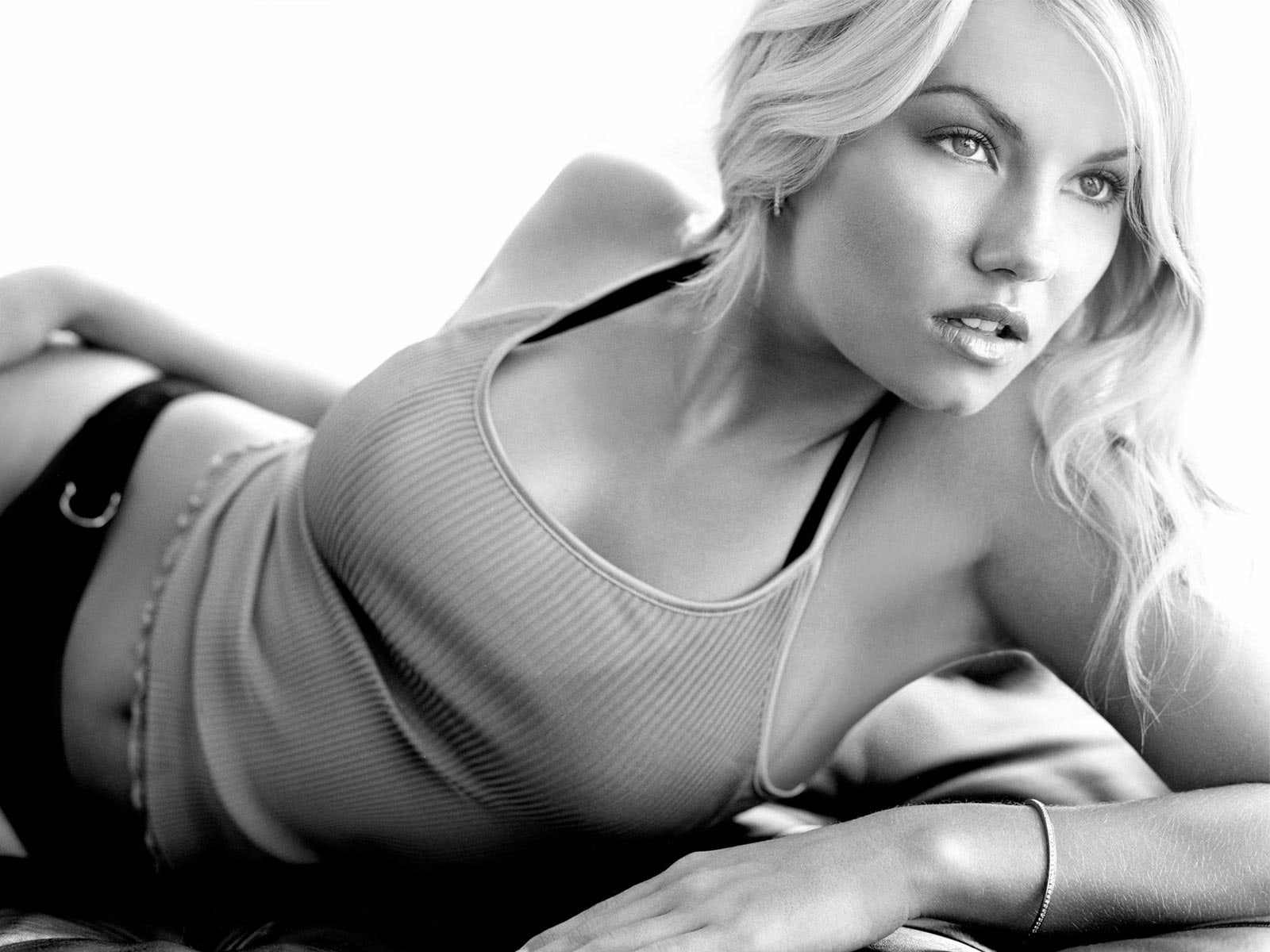 Elisha Cuthbert Desktop wallpapers
