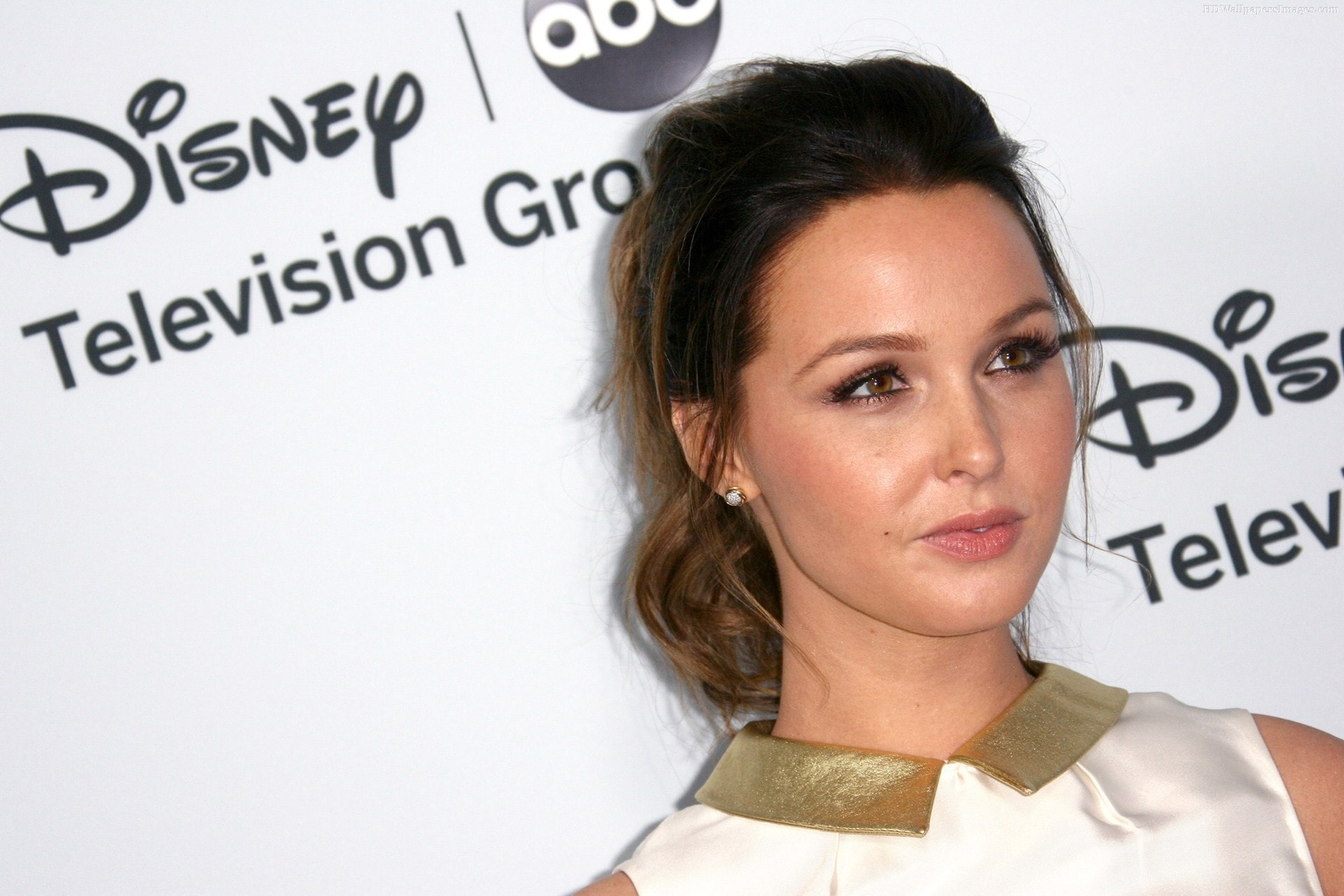 Camilla Anne Luddington Wallpaper