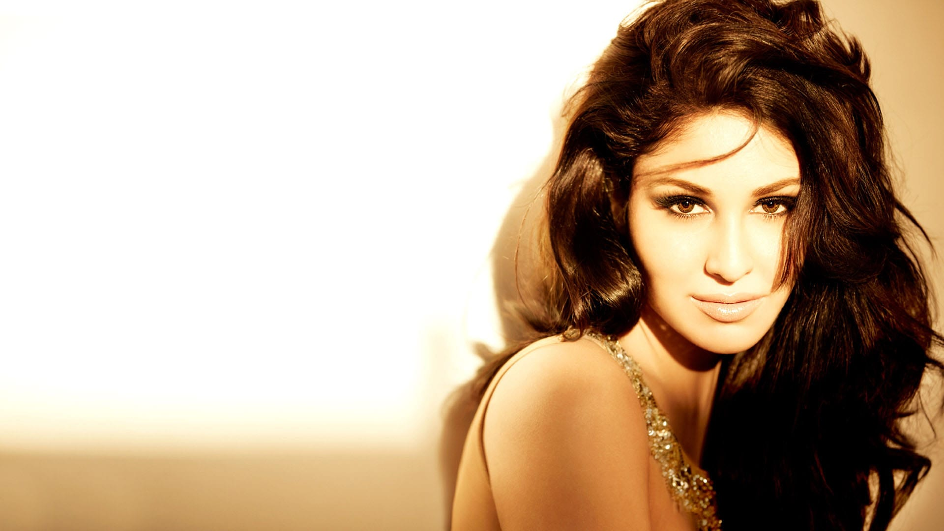 Pooja Chopra for mobile