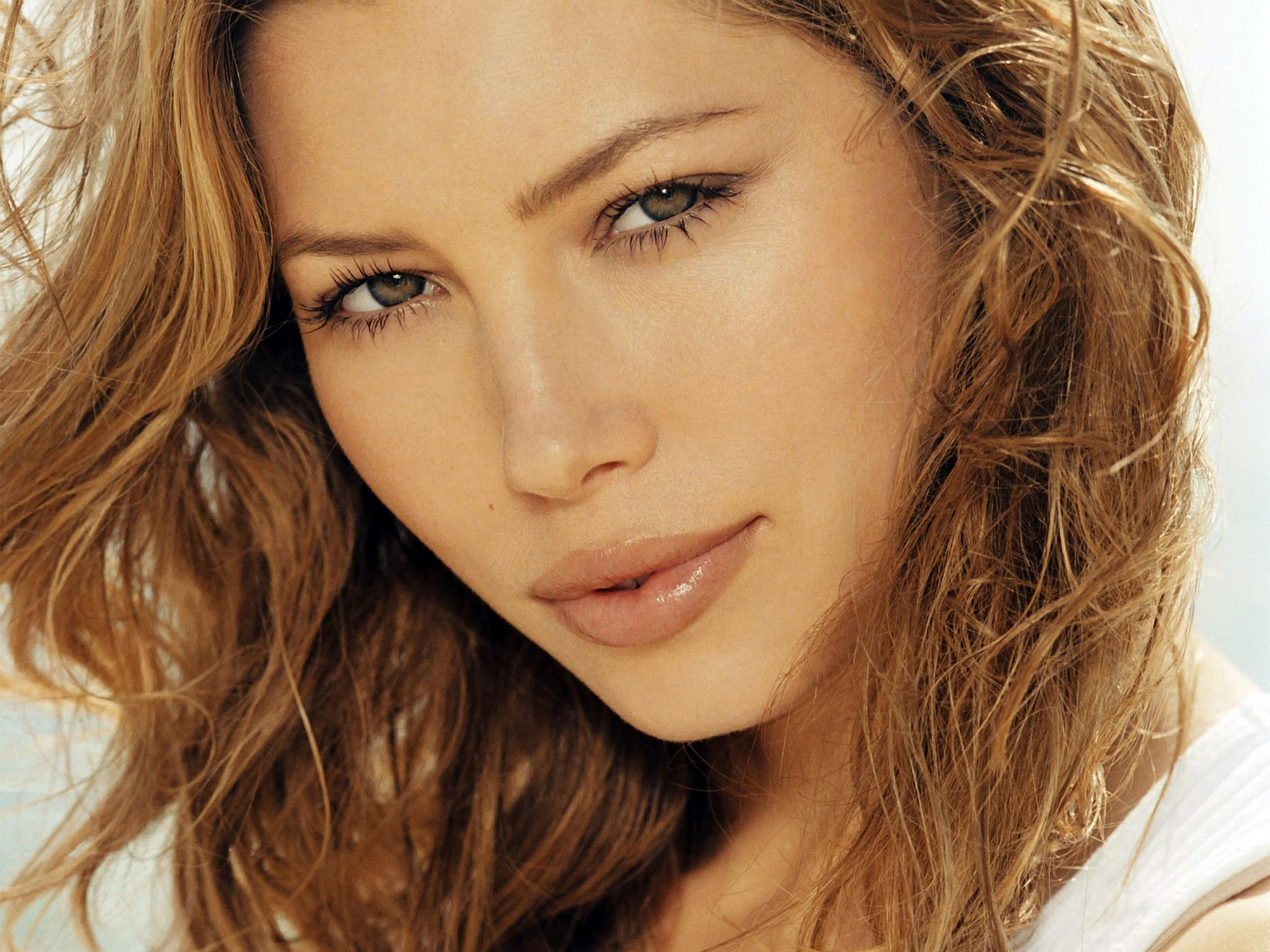 Jessica Biel Background
