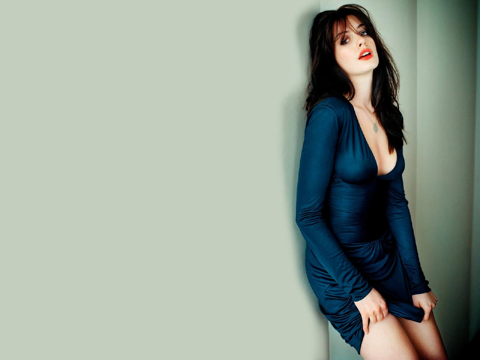 Anne Hathaway widescreen wallpapers