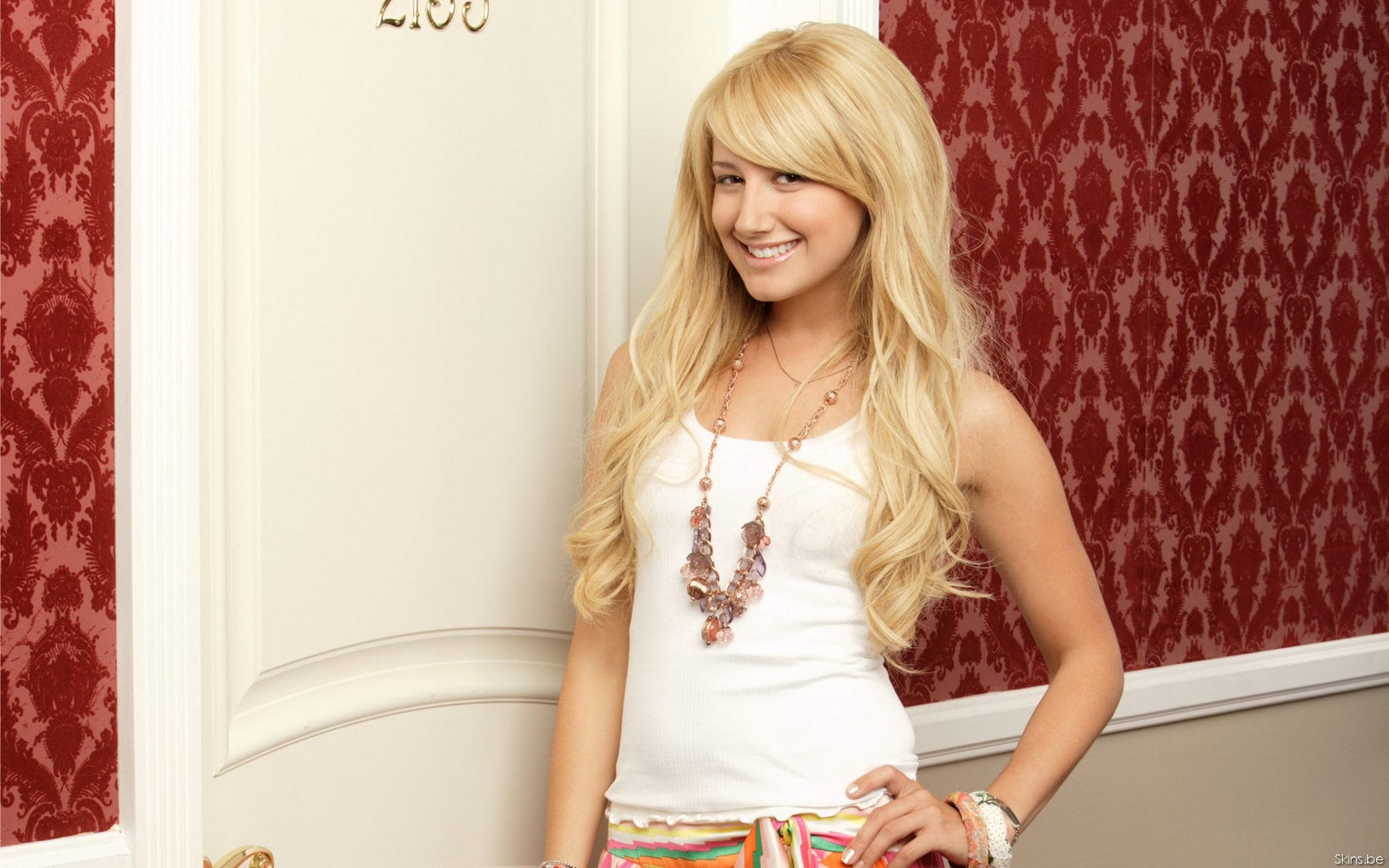 Ashley Tisdale Backgrounds