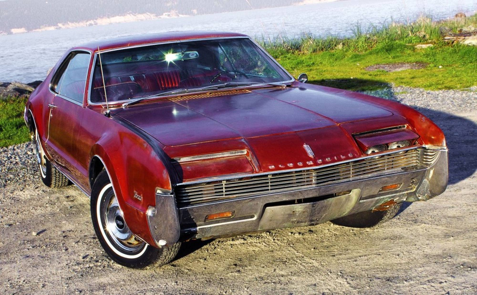 1966 Oldsmobile Toronado Desktop wallpaper