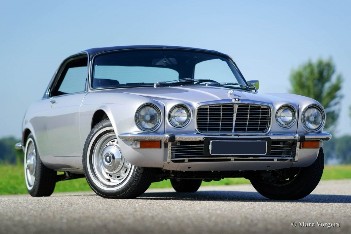 1968 Jaguar XJ6 Desktop wallpaper