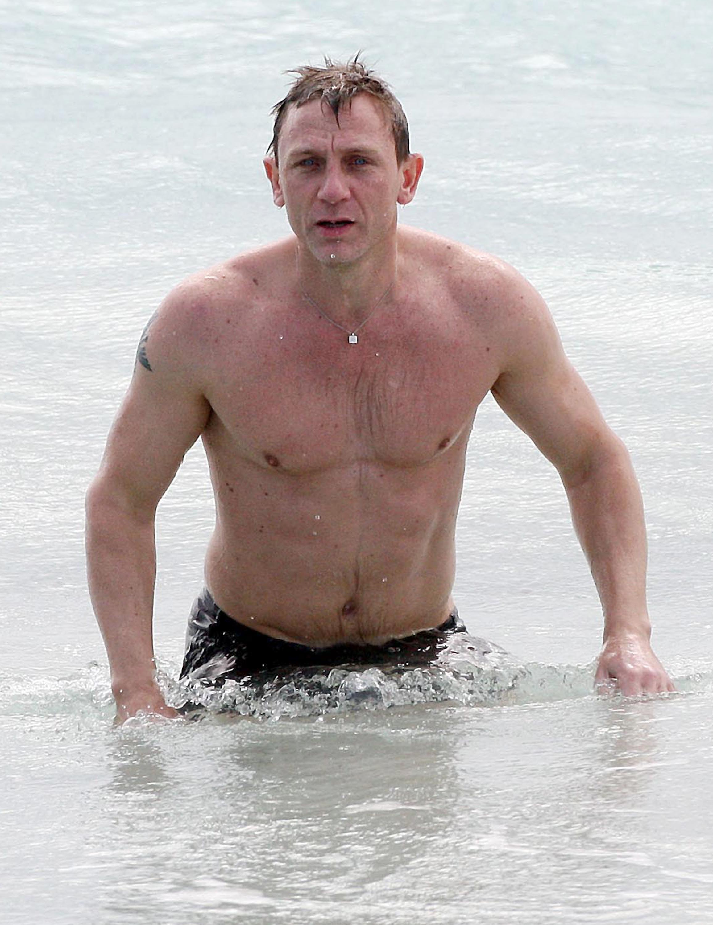 Daniel Craig Desktop wallpaper