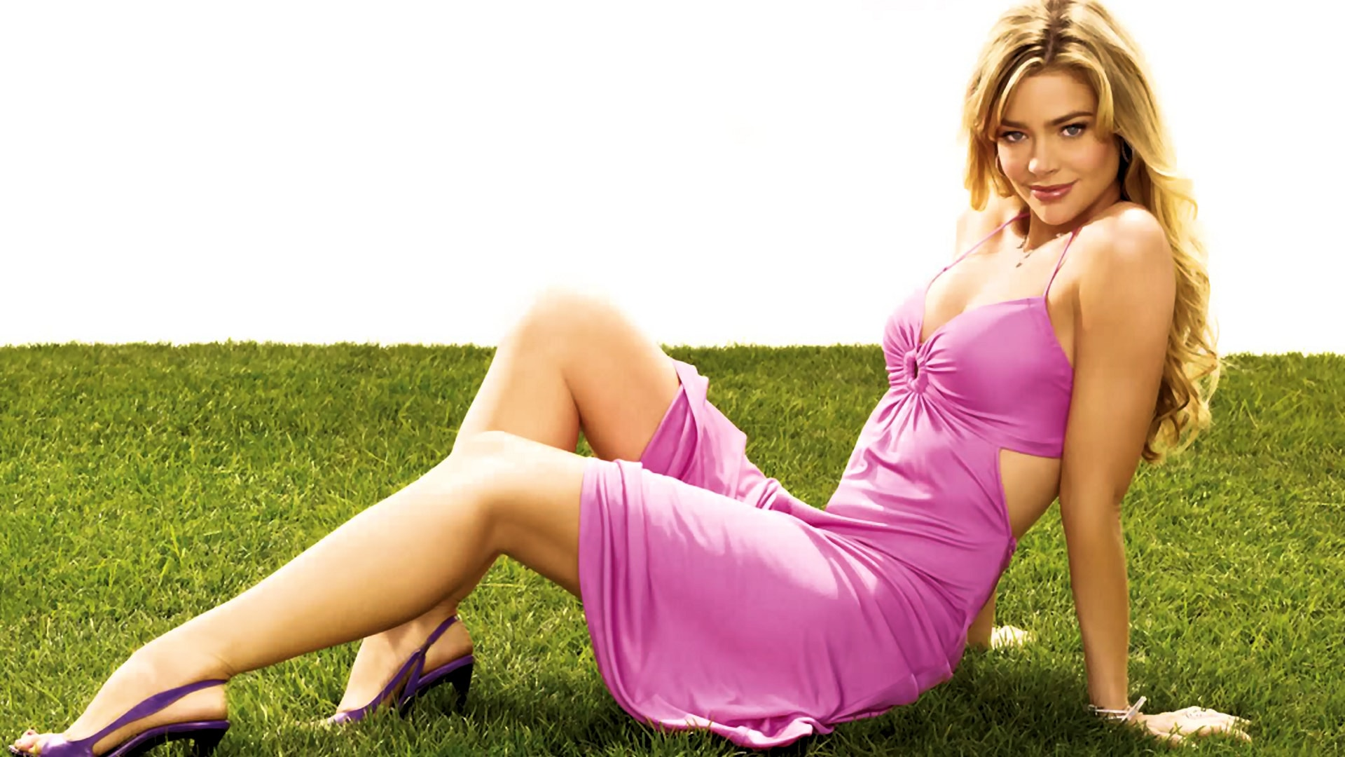 Denise Richards Desktop wallpaper