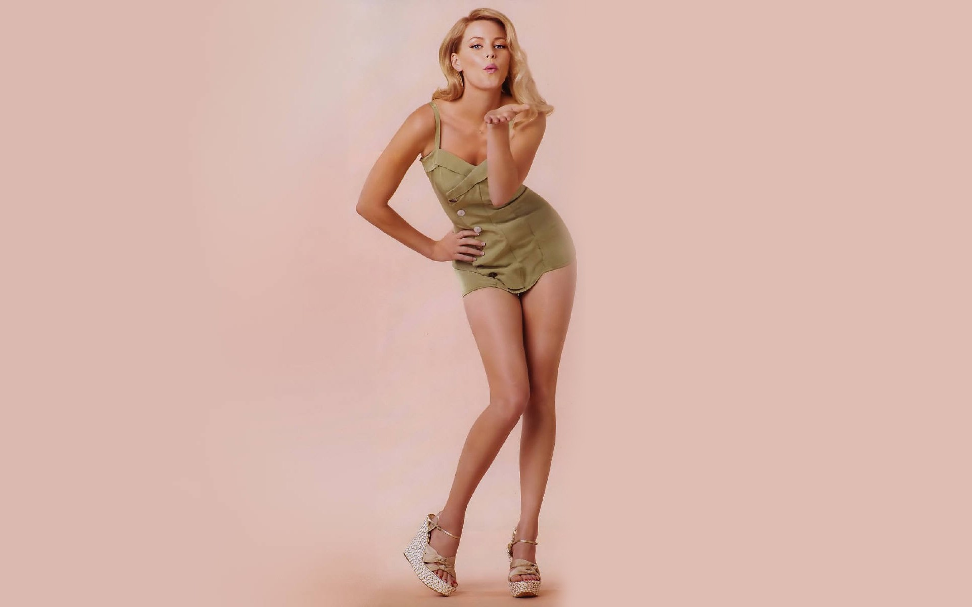 Elizabeth Banks Desktop wallpaper
