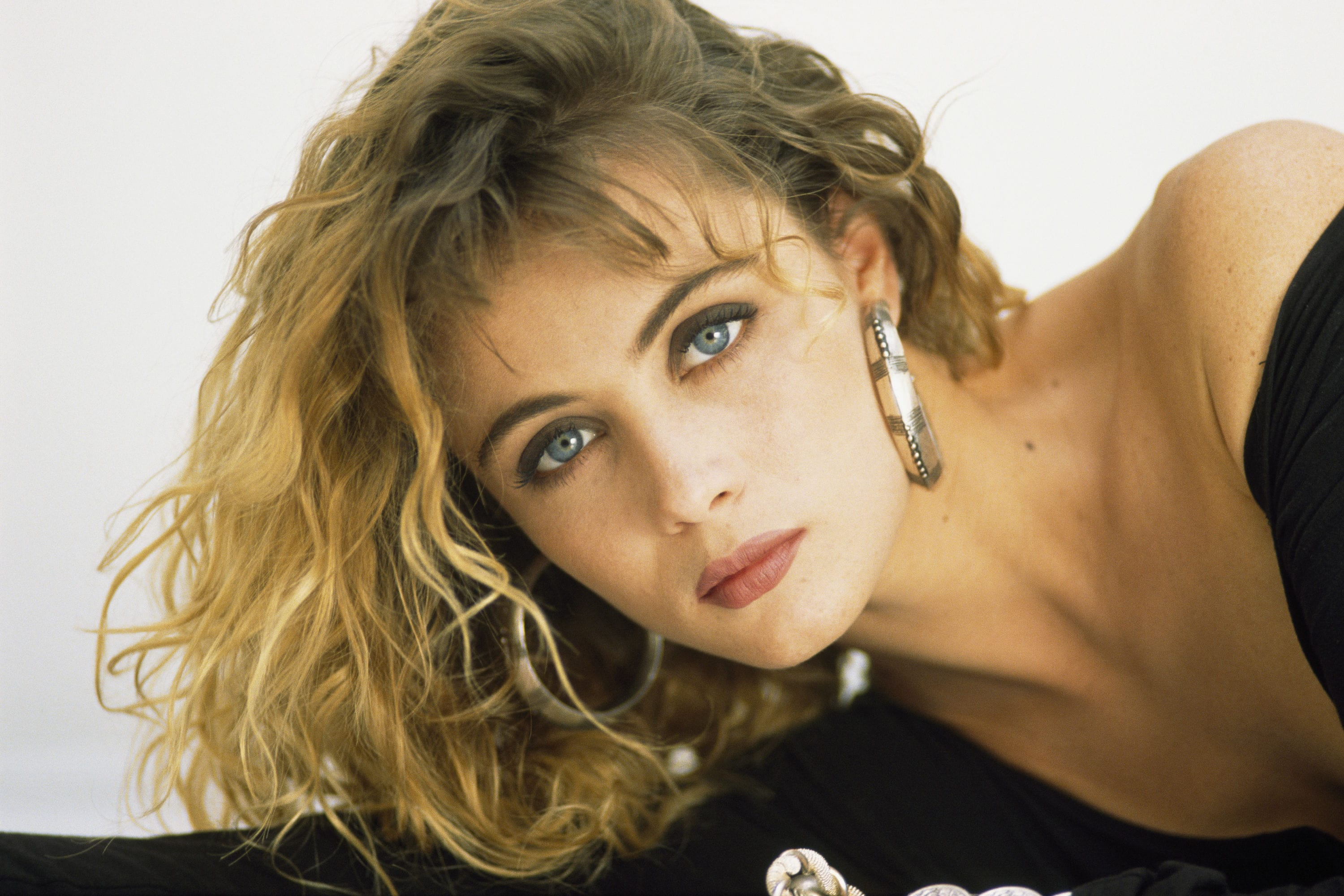 Emmanuelle Beart Desktop wallpaper