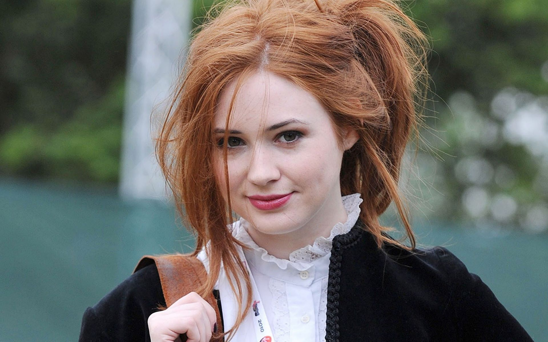 Karen Gillan Desktop wallpaper