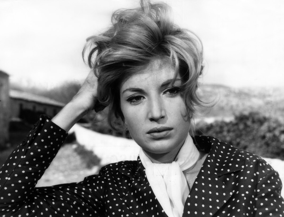 Monica Vitti Desktop wallpaper