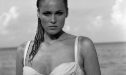 Ursula Andress Desktop wallpaper