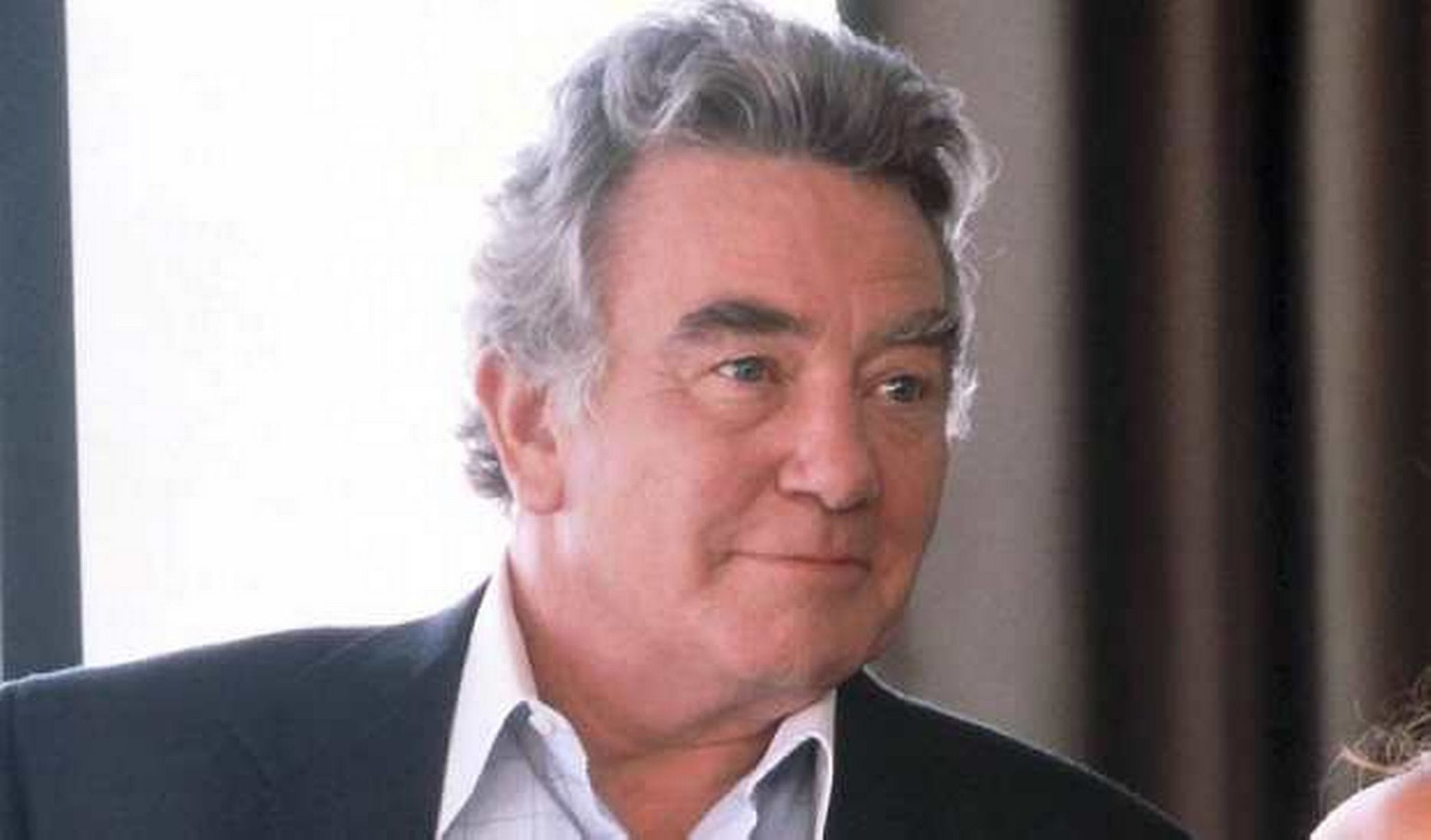 Albert Finney widescreen wallpapers