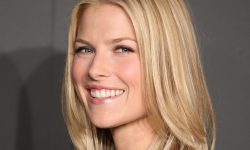 Ali Larter widescreen wallpapers