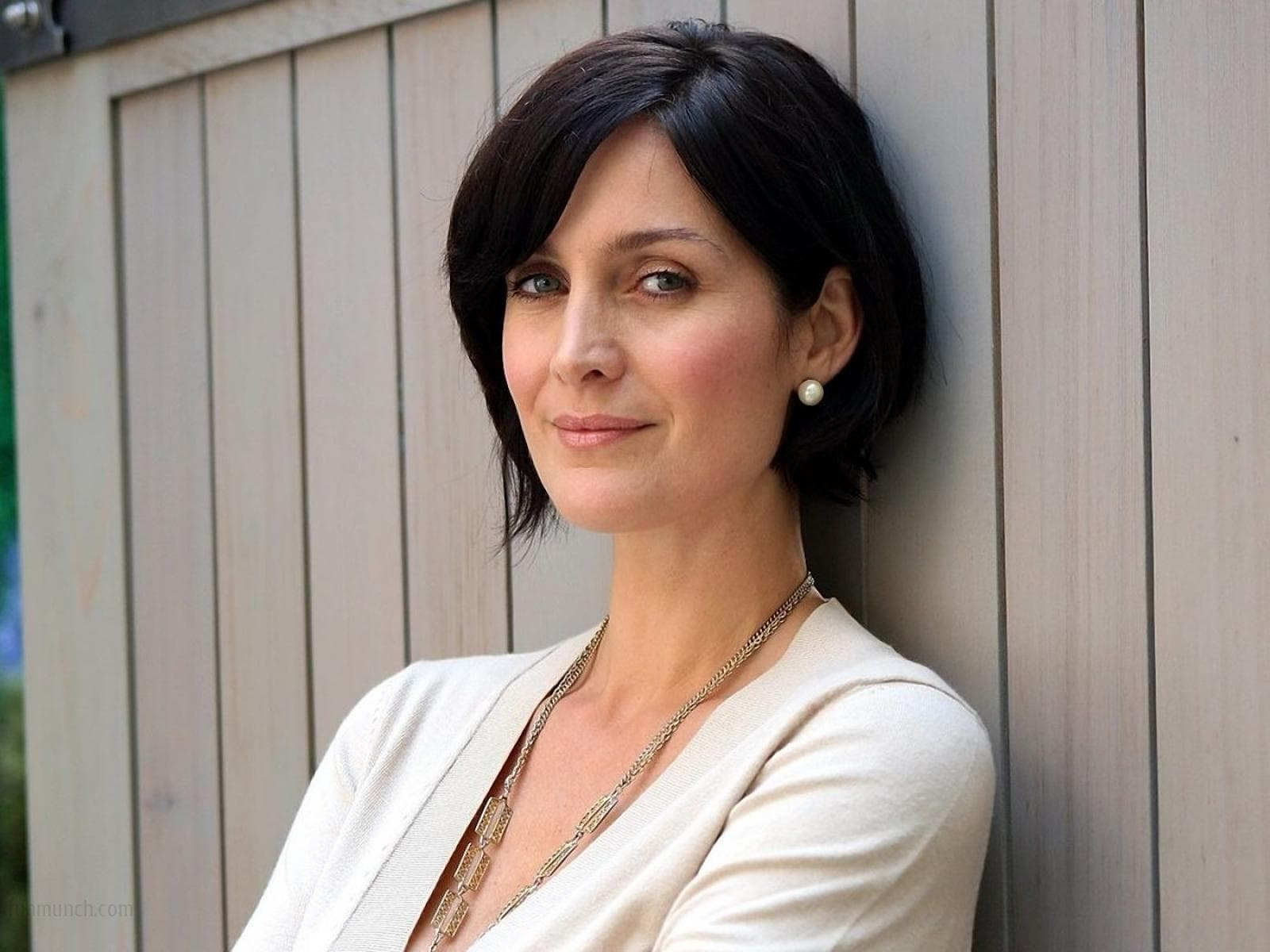 Carrie-Anne Moss widescreen wallpapers
