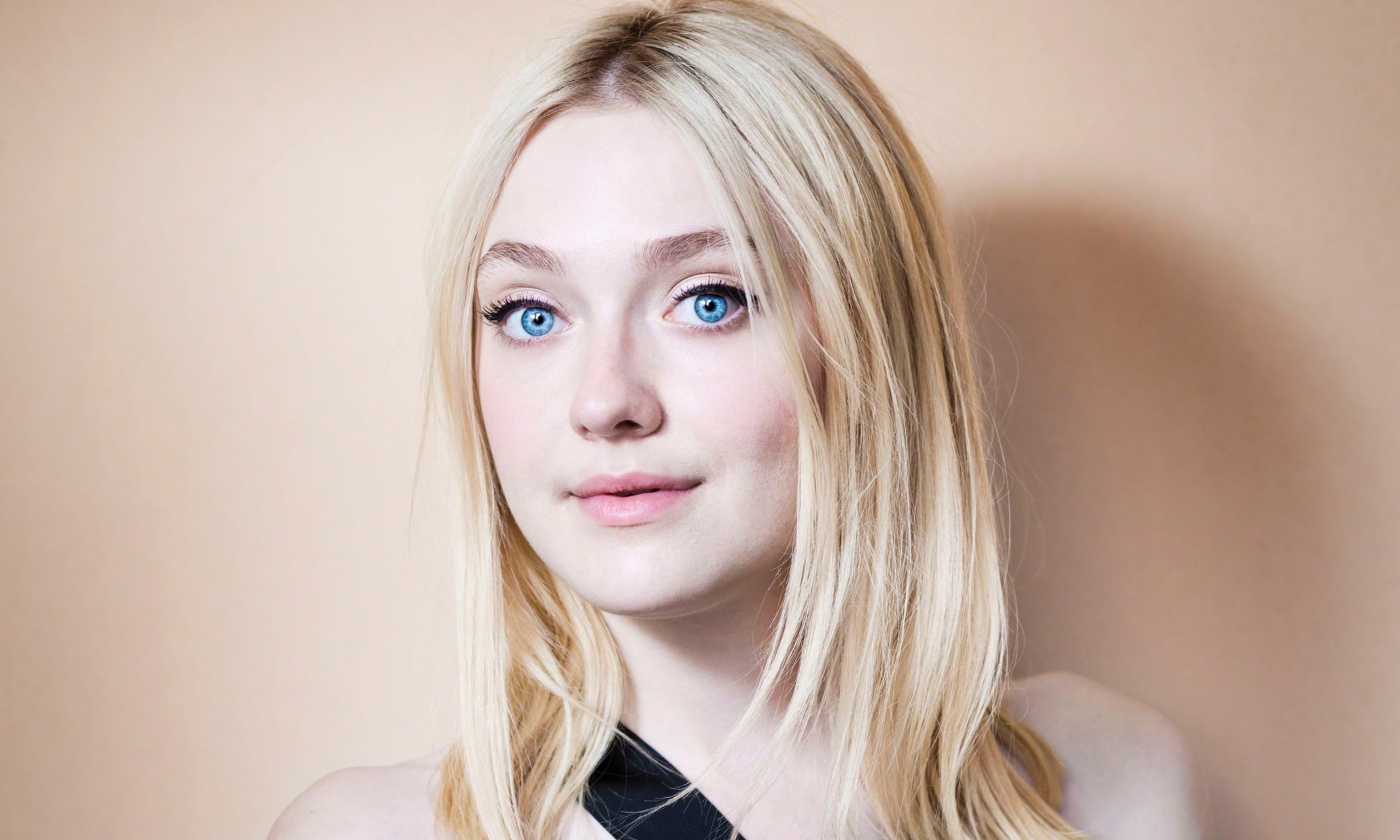 Dakota Fanning widescreen wallpapers