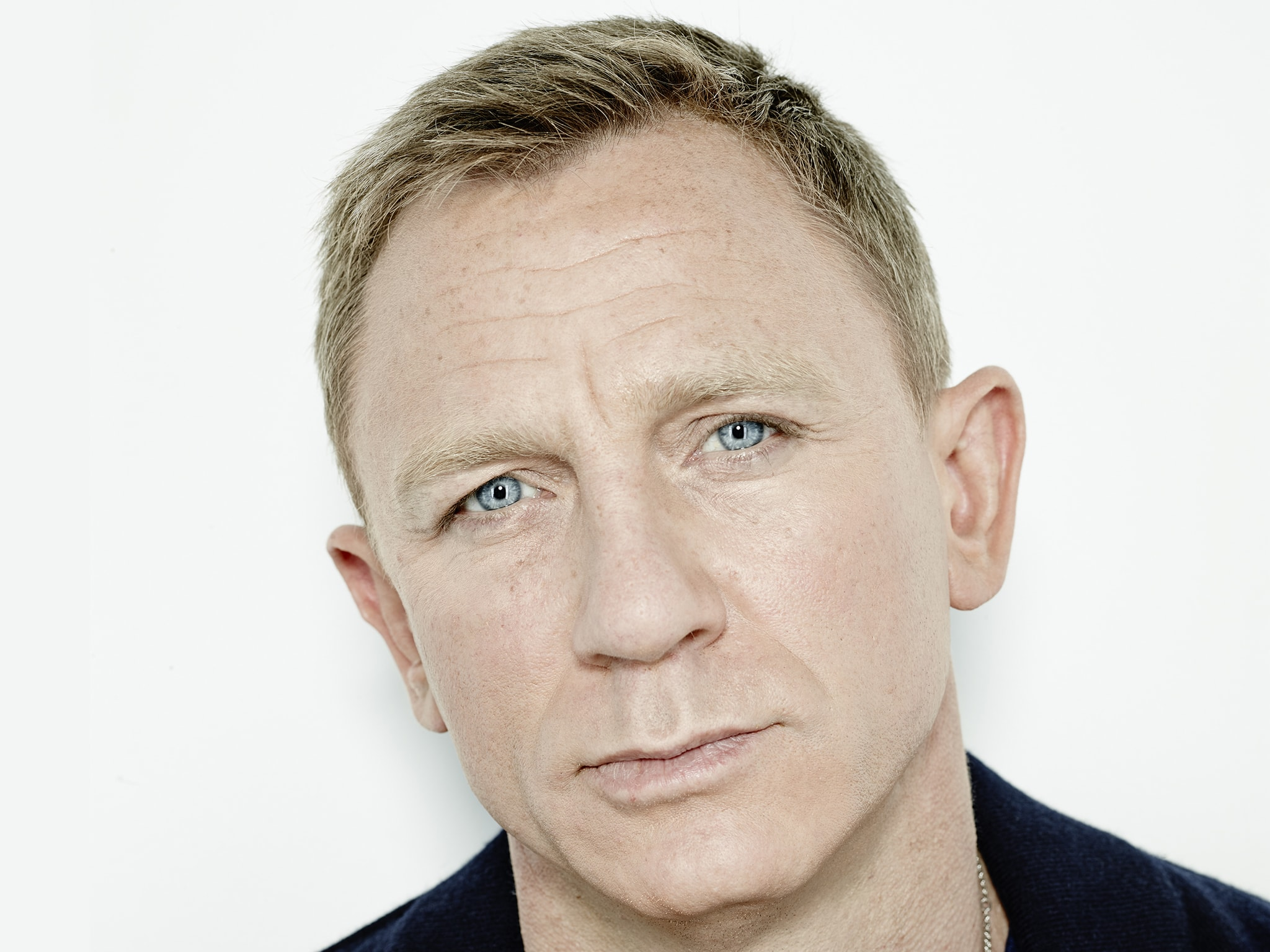 Daniel Craig widescreen wallpapers