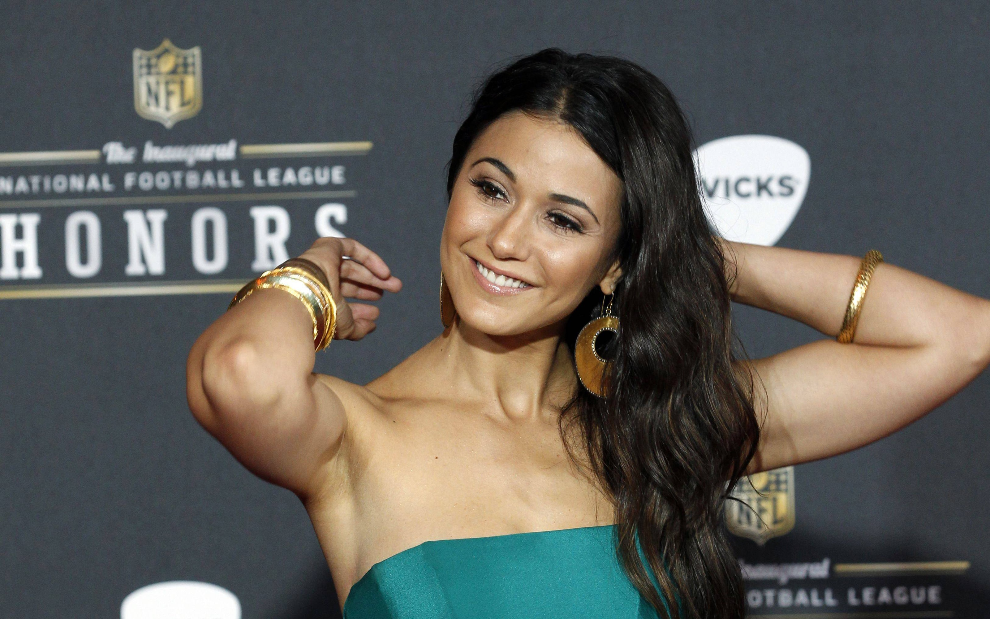 Emmanuelle Chriqui widescreen wallpapers